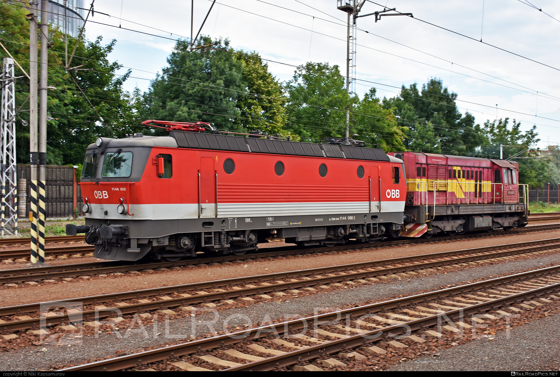 SGP ÖBB Class 1144 - 1144 088 operated by Rail Cargo Austria AG #obb #obbclass1144 #osterreichischebundesbahnen #rcw #sgp #sgp1144 #simmeringgrazpauker