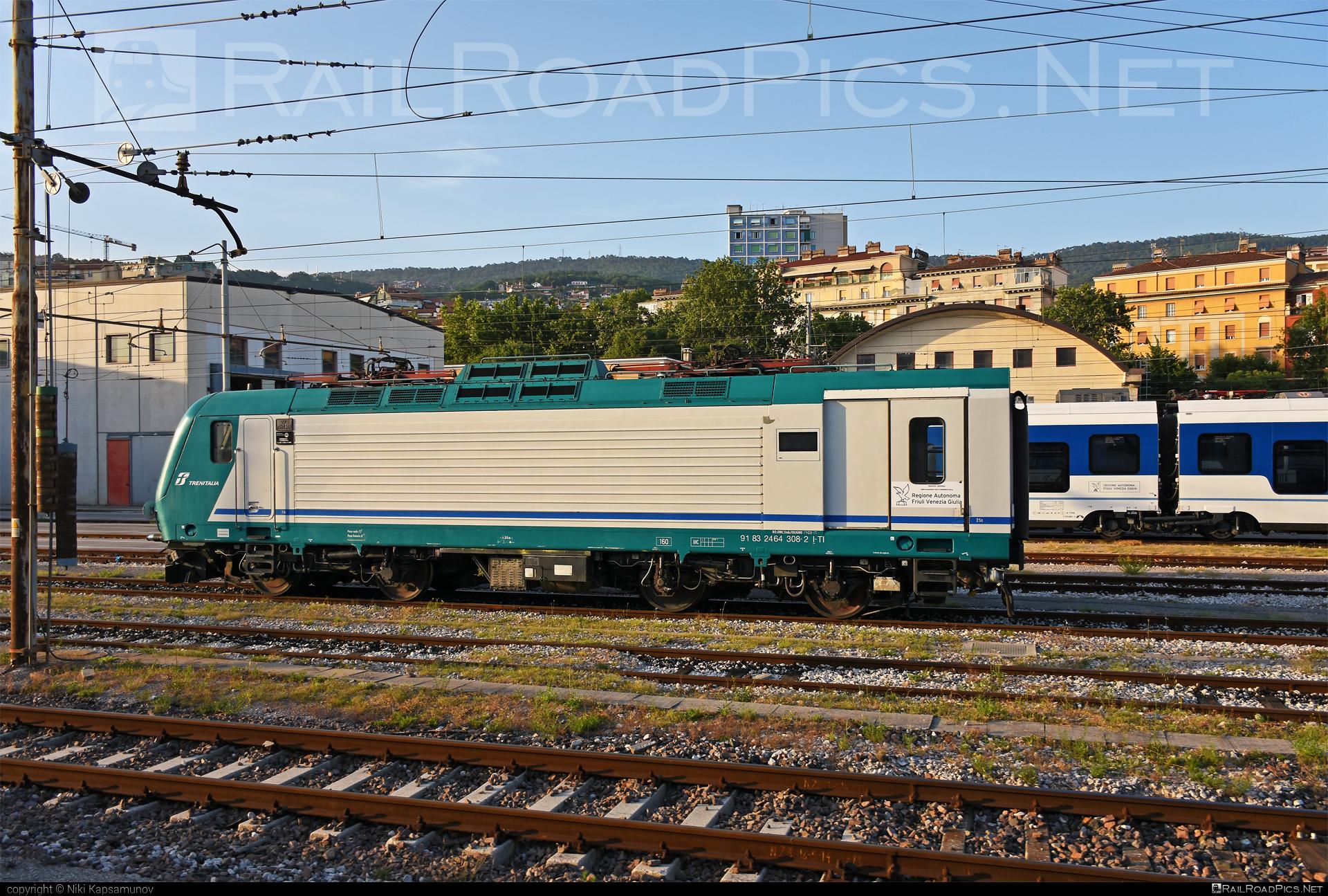 Bombardier TRAXX P160 DCP - E 464.308 operated by Trenitalia S.p.A. #bombardier #bombardiertraxx #ferroviedellostato #fs #fsitaliane #lavatrice #traxx #traxxp160 #traxxp160dcp #trenitalia #trenitaliaspa