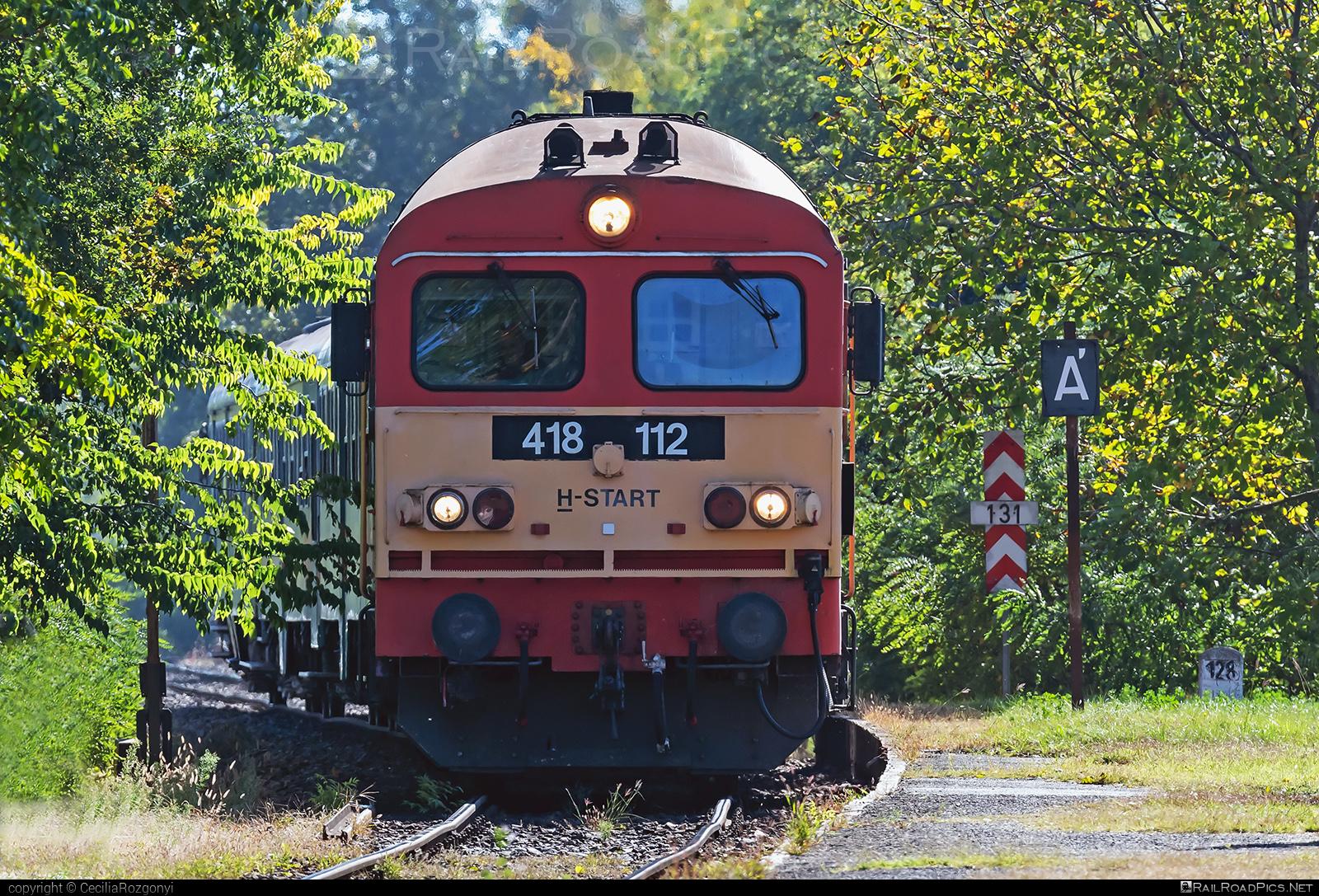Ganz-MÁVAG DHM7-2 - 418 112 operated by MÁV-START ZRt. #dhm7 #dhm72 #ganz418 #ganzm41 #ganzmavag #ganzmavag418 #ganzmavagdhm7 #ganzmavagdhm72 #ganzmavagm41 #m41locomotive #mavstart #mavstartzrt