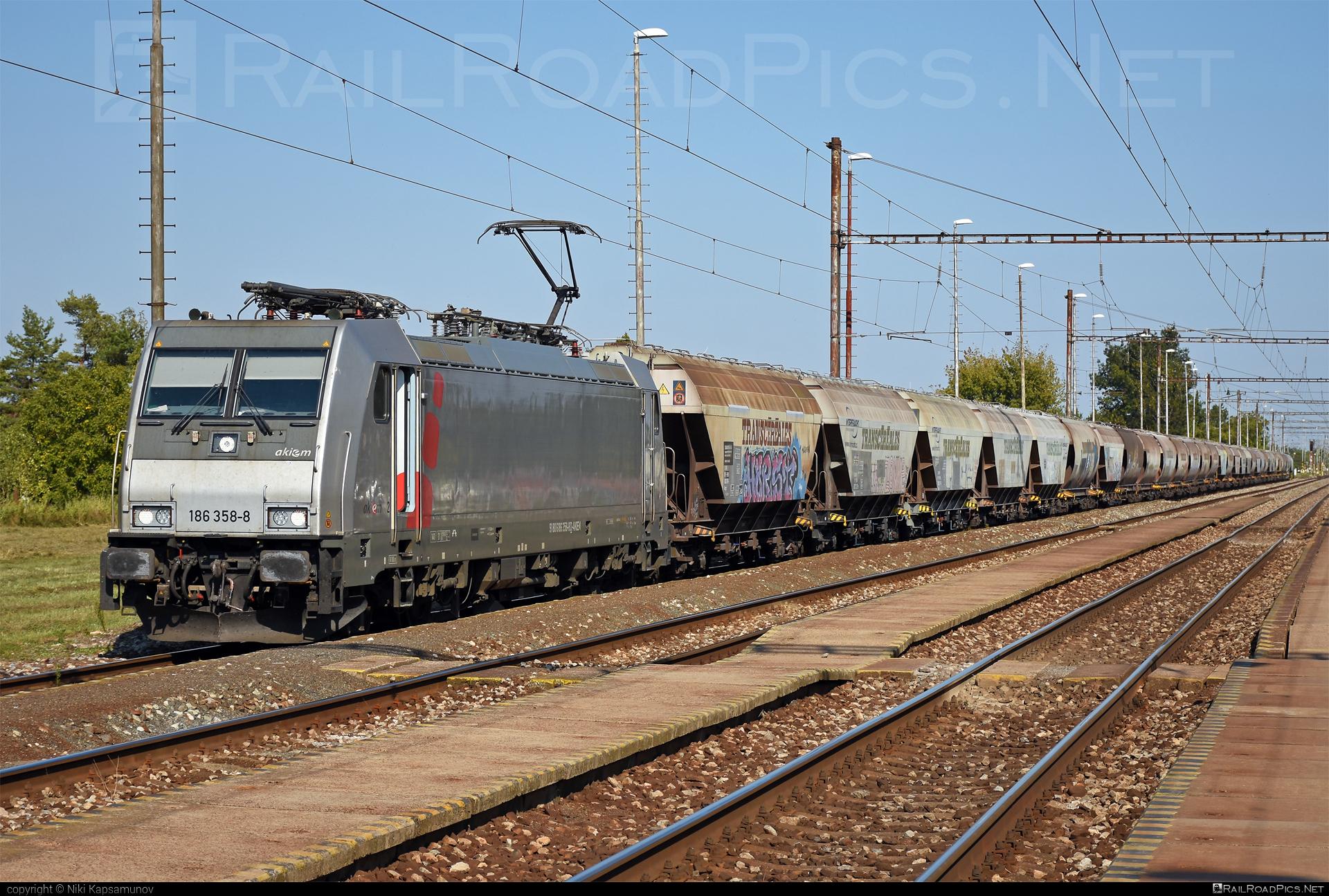 Bombardier TRAXX F140 MS - 186 358-8 operated by Prvá Slovenská železničná, a.s. #akiem #akiemsas #bombardier #bombardiertraxx #hopperwagon #prvaslovenskazeleznicna #prvaslovenskazeleznicnaas #psz #transcereales #traxx #traxxf140 #traxxf140ms