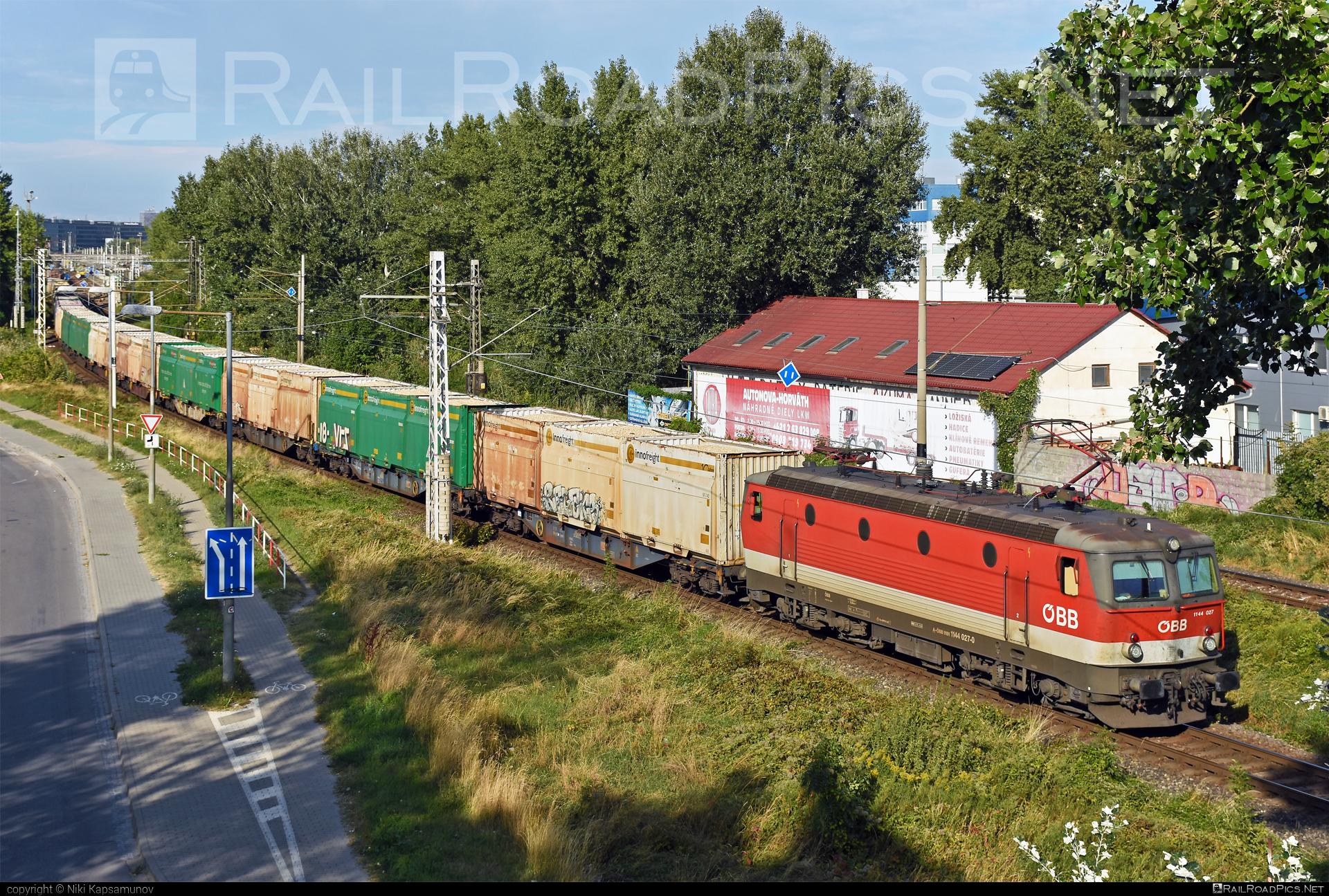 SGP ÖBB Class 1144 - 1144 027 operated by Rail Cargo Austria AG #flatwagon #obb #obbclass1144 #osterreichischebundesbahnen #rcw #sgp #sgp1144 #simmeringgrazpauker