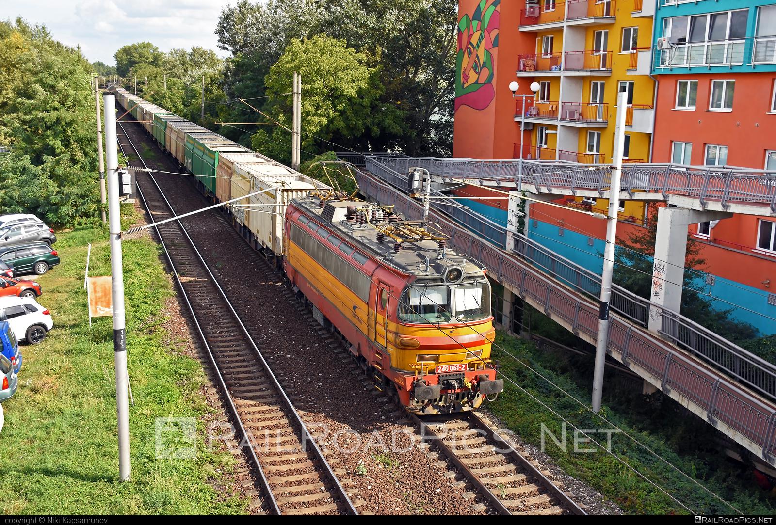 Škoda 47E - 240 061-2 operated by Železničná Spoločnost' Cargo Slovakia a.s. #ZeleznicnaSpolocnostCargoSlovakia #flatwagon #laminatka #locomotive240 #skoda #skoda47e #zsskcargo