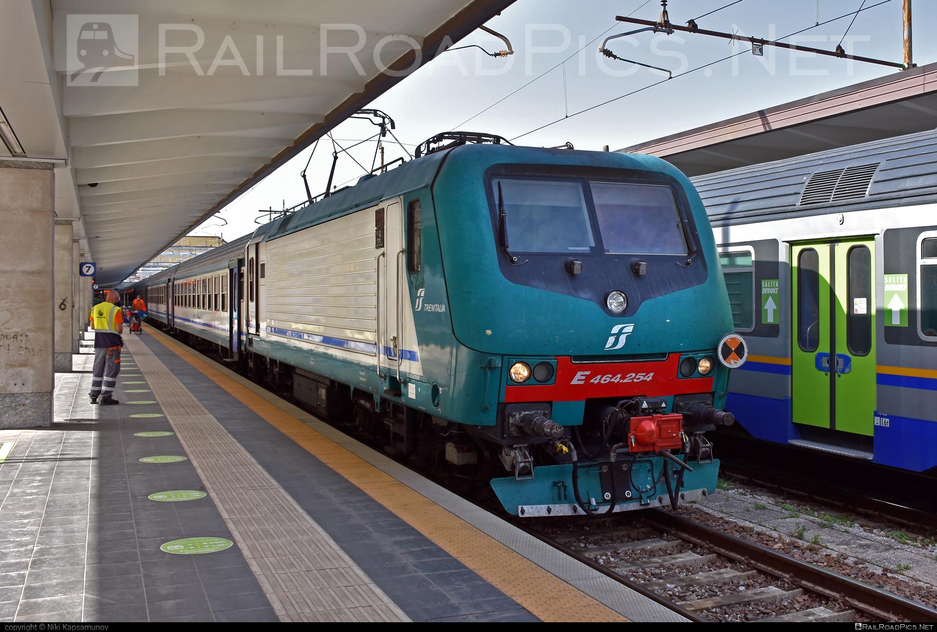 Bombardier TRAXX P160 DCP - E 464.254 operated by Trenitalia S.p.A. #bombardier #bombardiertraxx #ferroviedellostato #fs #fsitaliane #lavatrice #traxx #traxxp160 #traxxp160dcp #trenitalia #trenitaliaspa