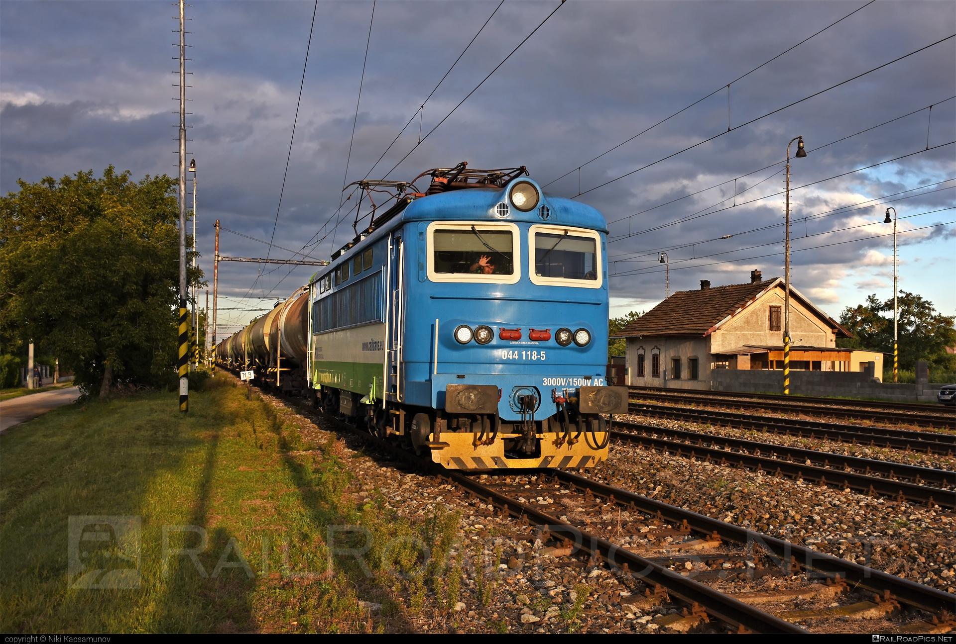 Škoda 73E - 044 118-5 operated by Railtrans International, s.r.o #RailtransInternational #locomotive242 #plechac #rti #skoda #skoda73e