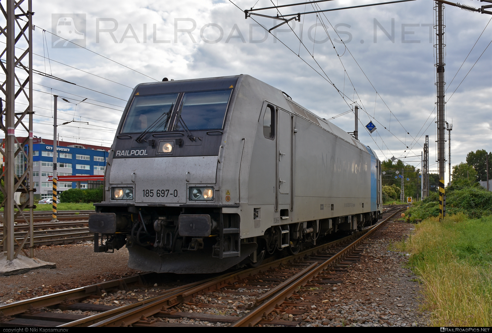 Bombardier TRAXX F140 AC2 - 185 697-0 operated by Unknown #bombardier #bombardiertraxx #railpool #railpoolgmbh #traxx #traxxf140 #traxxf140ac #traxxf140ac2