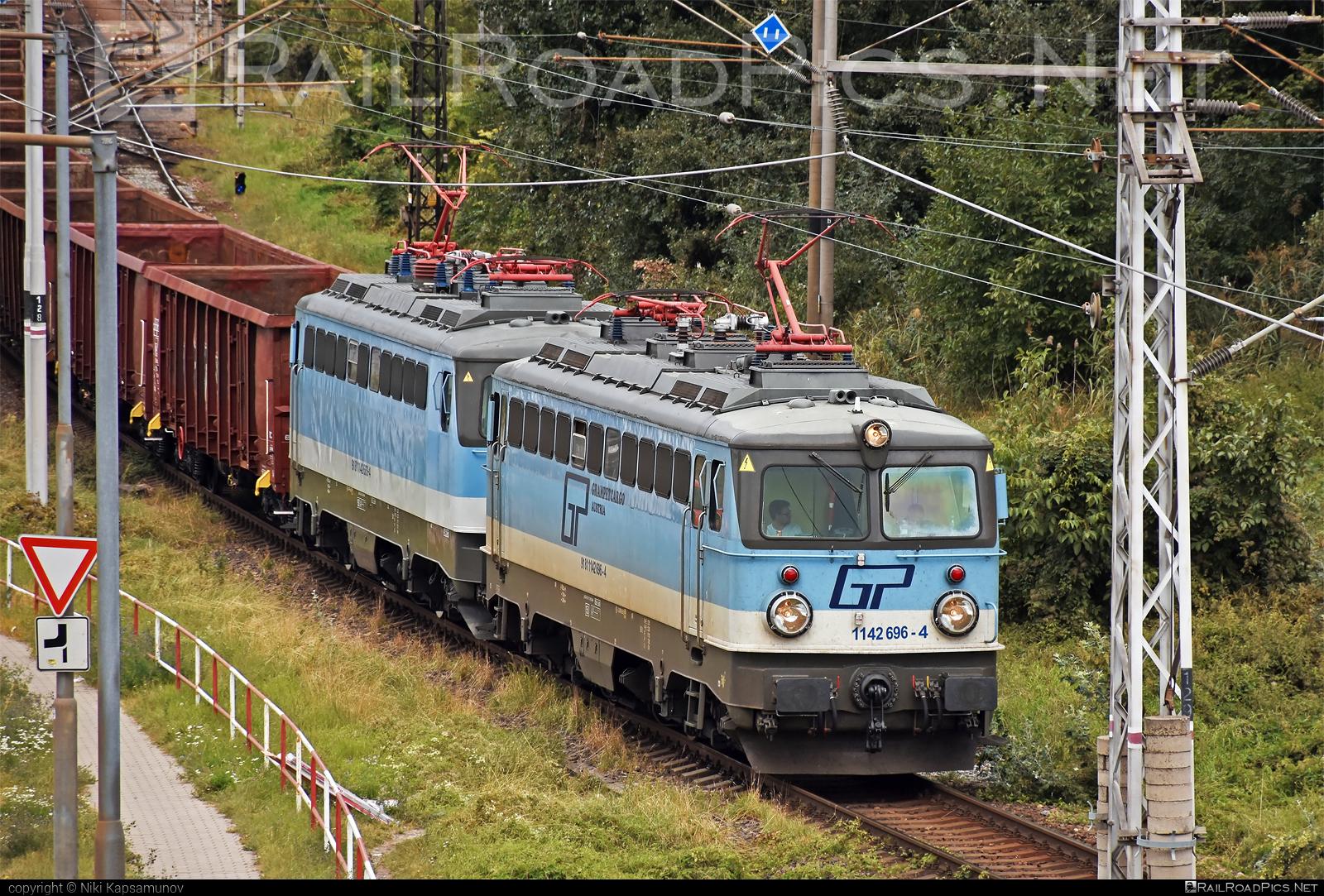 SGP ÖBB Class 1142 - 1142 696-4 operated by Grampetcargo Austria #GrampetcargoAustria #gca #grampetcargo #obbclass1142 #sgp #sgp1142 #simmeringgrazpauker