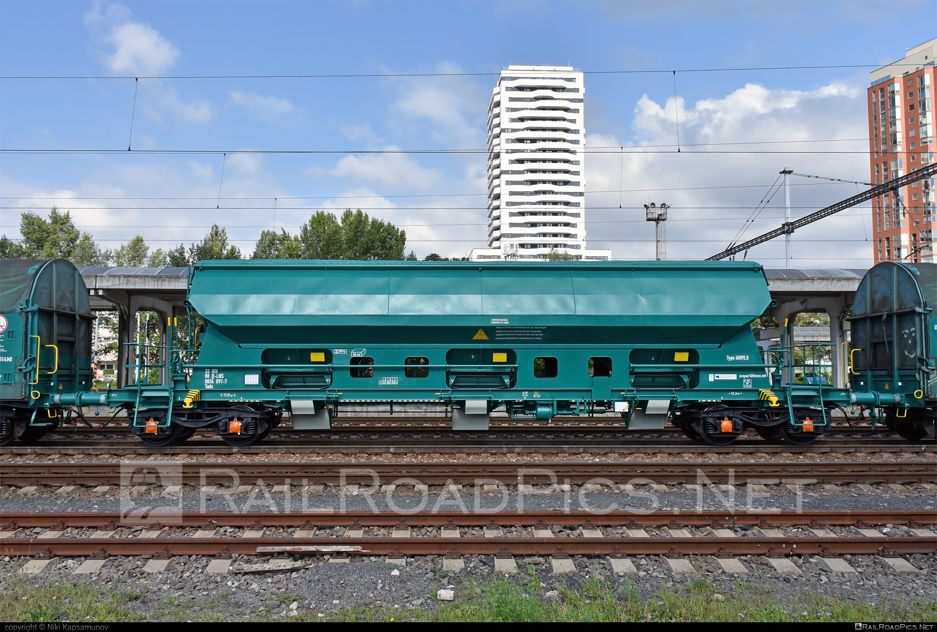 Class T - Tads - Type 6009L0 - 33 88 0834 091-7 operated by Lineas SA/NV #cargo #hoppercar #hopperwagon #lineas #tads