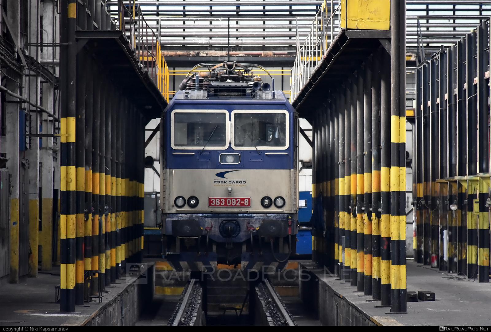 Škoda 69E - 363 092-8 operated by Železničná Spoločnost' Cargo Slovakia a.s. #ZeleznicnaSpolocnostCargoSlovakia #es4991 #eso #locomotive363 #skoda #skoda69e #zsskcargo