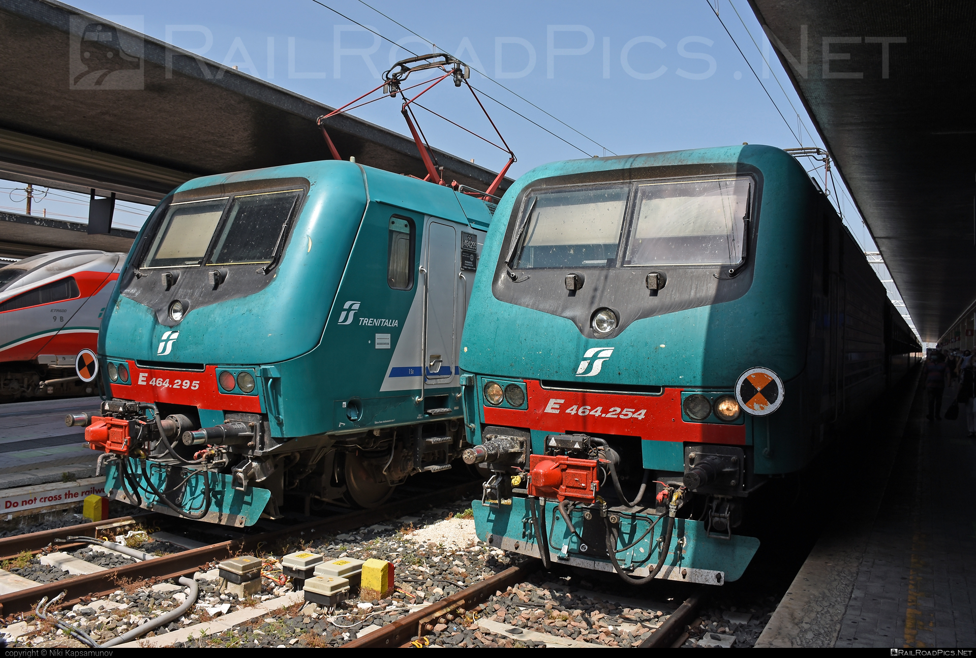 Bombardier TRAXX P160 DCP - E 464.254 operated by Trenitalia S.p.A. #bombardier #bombardiertraxx #traxx #traxxp160 #traxxp160dcp #trenitalia #trenitaliaspa