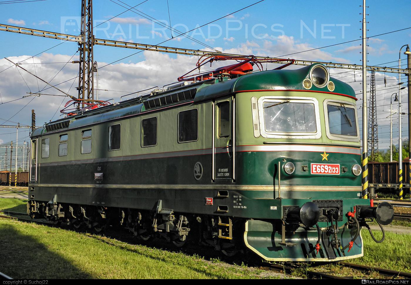 Škoda 59E - E669.2133 operated by Spolok Výhrevne Vrútky, občianske združenie #cecilka #csde6692 #locomotivee6692 #skoda #skoda59e #zelezniceslovenskejrepubliky #zsr