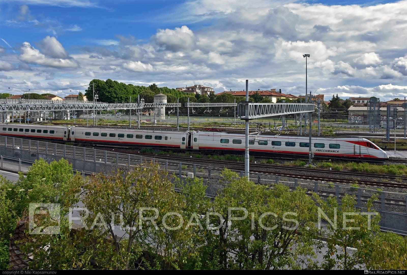 Fiat Ferroviaria ETR.460 - 460 005-4 operated by Trenitalia S.p.A. #etr460 #ferroviedellostato #fiatferroviaria #frecciabianca #fs #fsitaliane #lefrecce #pendolino #trenitalia #trenitaliaspa