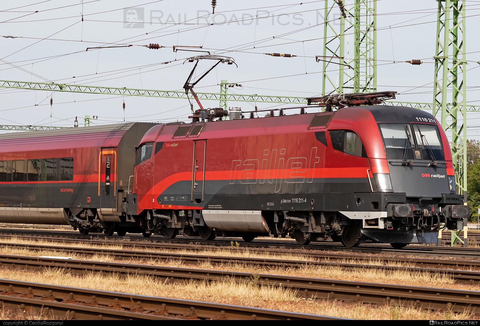 Siemens ES 64 U2 - 1116 211 operated by Österreichische Bundesbahnen #es64 #es64u #es64u2 #eurosprinter #obb #osterreichischebundesbahnen #siemens #siemenses64 #siemenses64u #siemenses64u2 #siemenstaurus #tauruslocomotive