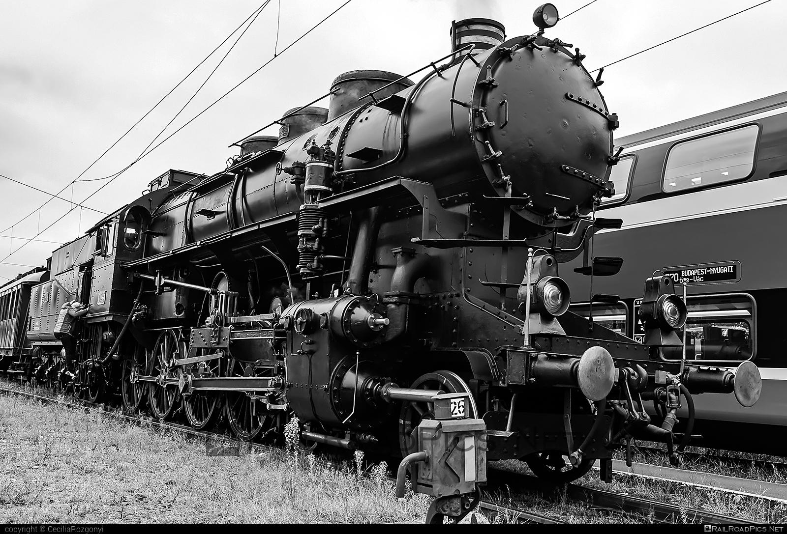 MÁVAG Class 424 - 424.009 operated by MÁV Nosztalgia Kft. #mavag #mavag424 #mavagclass424 #mavclass424