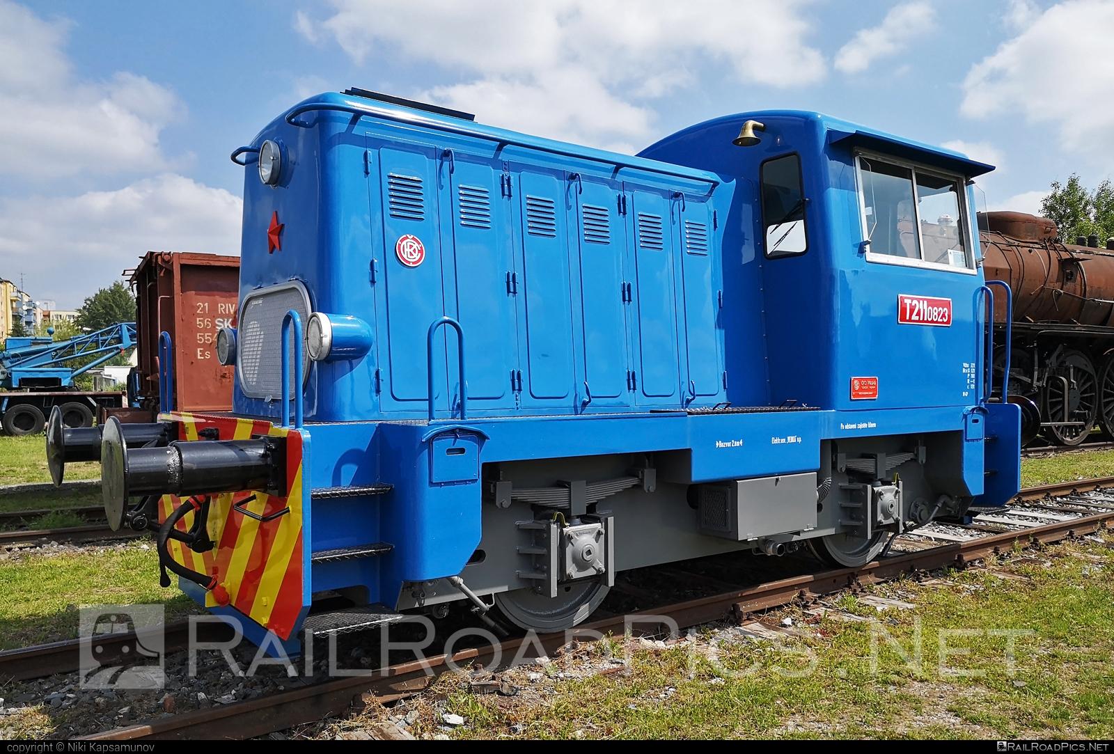 ČKD T 211.0 (700) - T211.0823 operated by Železnice Slovenskej Republiky #ckd #ckd2110 #ckd700 #ckdclass700 #ckdt2110 #locomotive700 #locomotivet211 #prasa #zelezniceslovenskejrepubliky #zsr