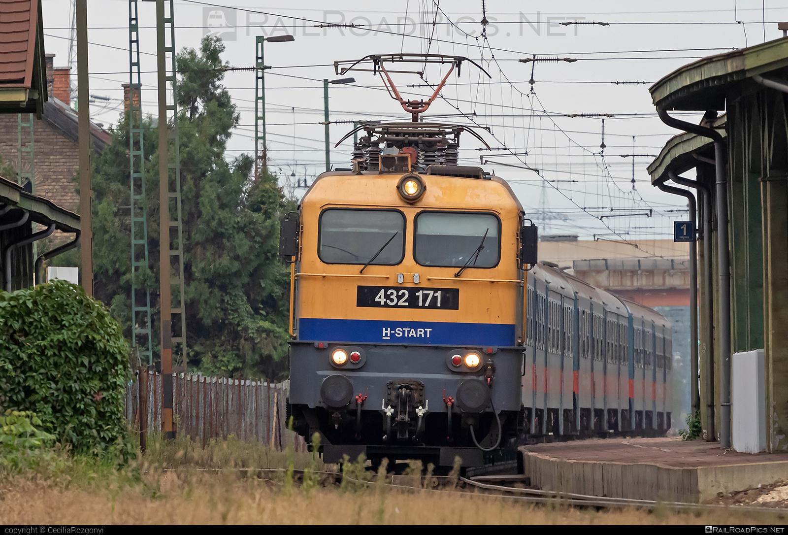 Ganz-MÁVAG VM14-15 - 432 171 operated by MÁV-START ZRt. #ganz43 #ganz431 #ganzmavag #ganzmavag43 #ganzmavag431 #ganzmavagvm1415 #mav #v43locomotive
