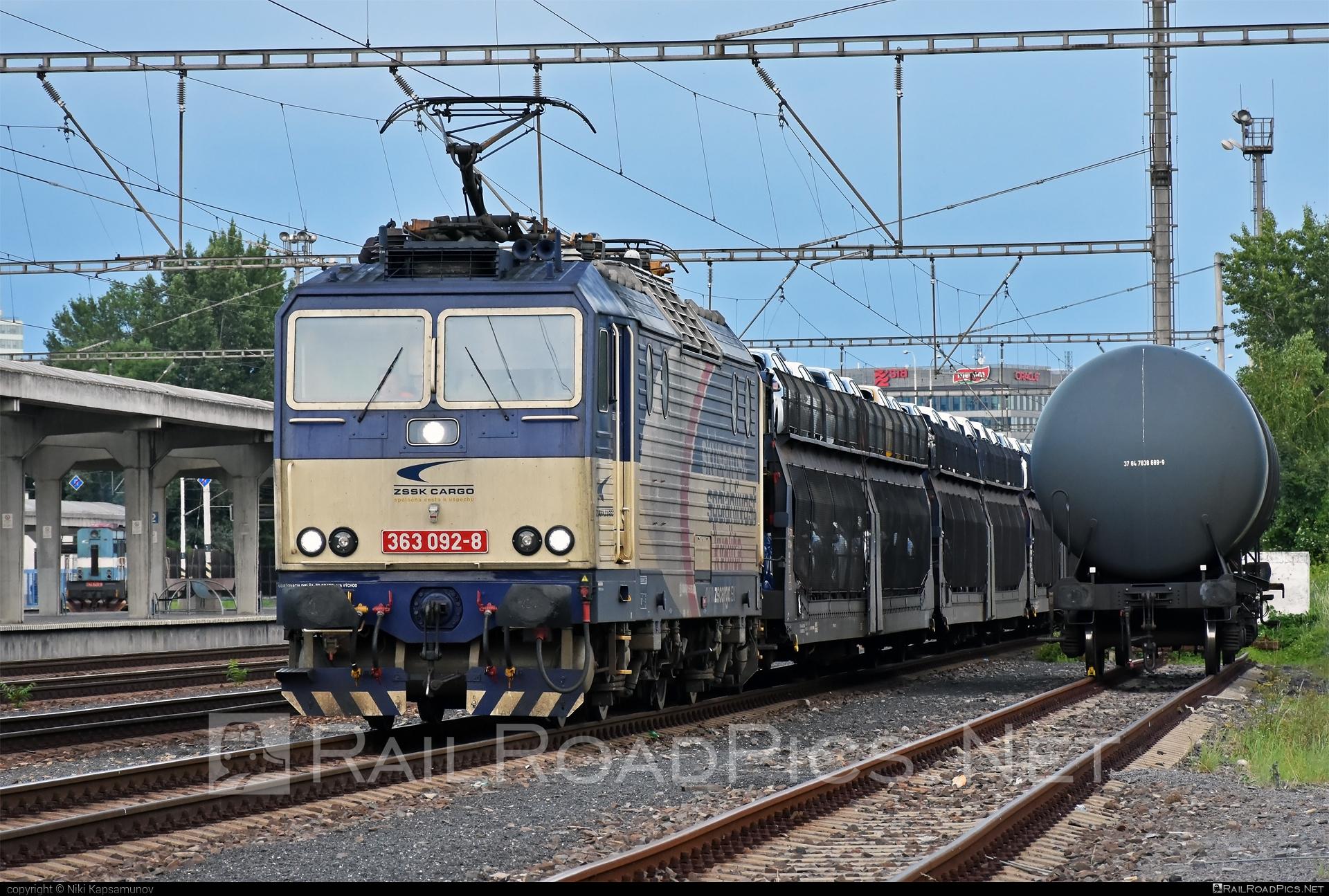 Škoda 69E - 363 092-8 operated by Železničná Spoločnost' Cargo Slovakia a.s. #ZeleznicnaSpolocnostCargoSlovakia #carcarrierwagon #es4991 #eso #locomotive363 #skoda #skoda69e #zsskcargo