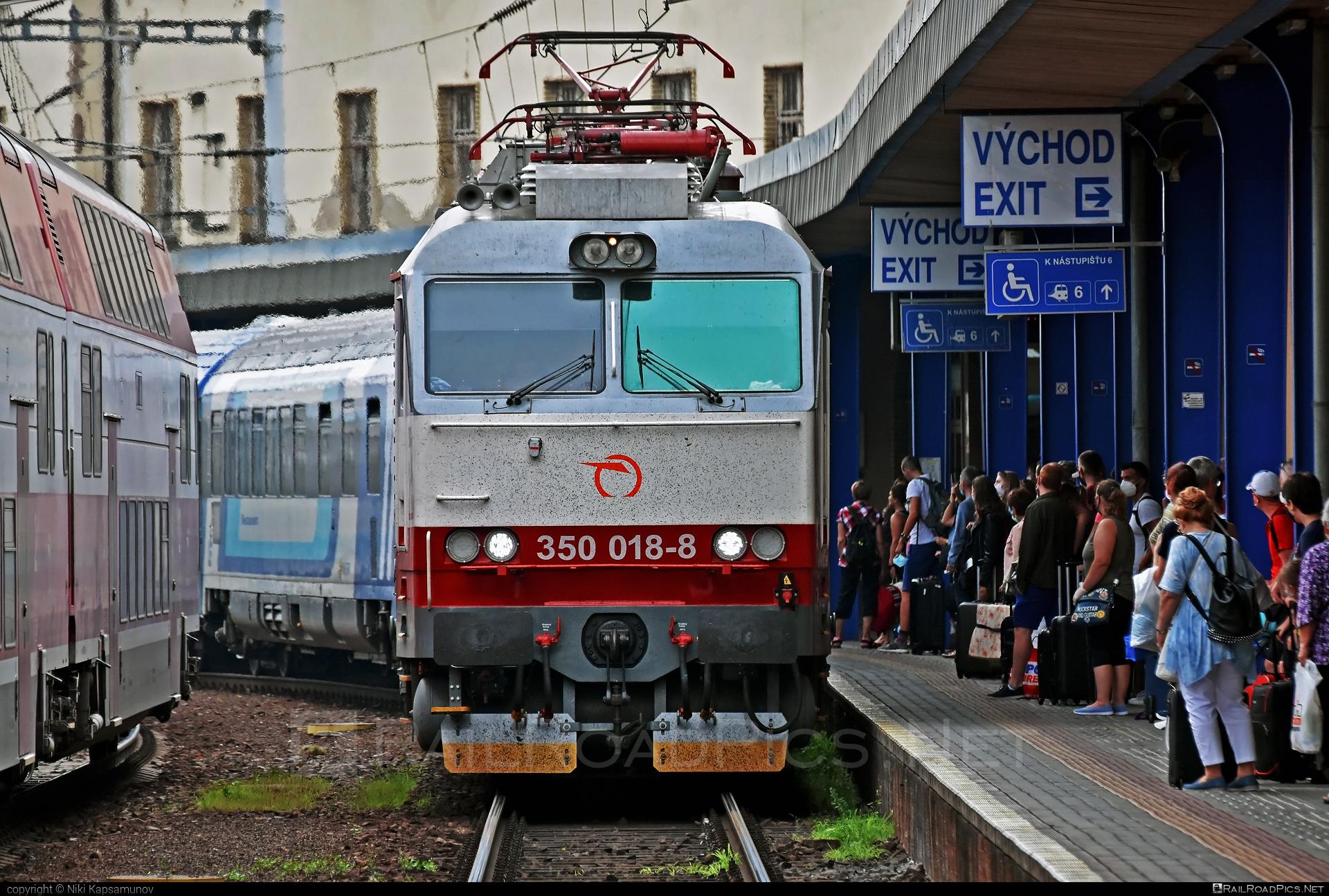 Škoda 55E - 350 018-8 operated by Železničná Spoločnost' Slovensko, a.s. #ZeleznicnaSpolocnostSlovensko #gorila #locomotive350 #skoda #skoda55e #zssk