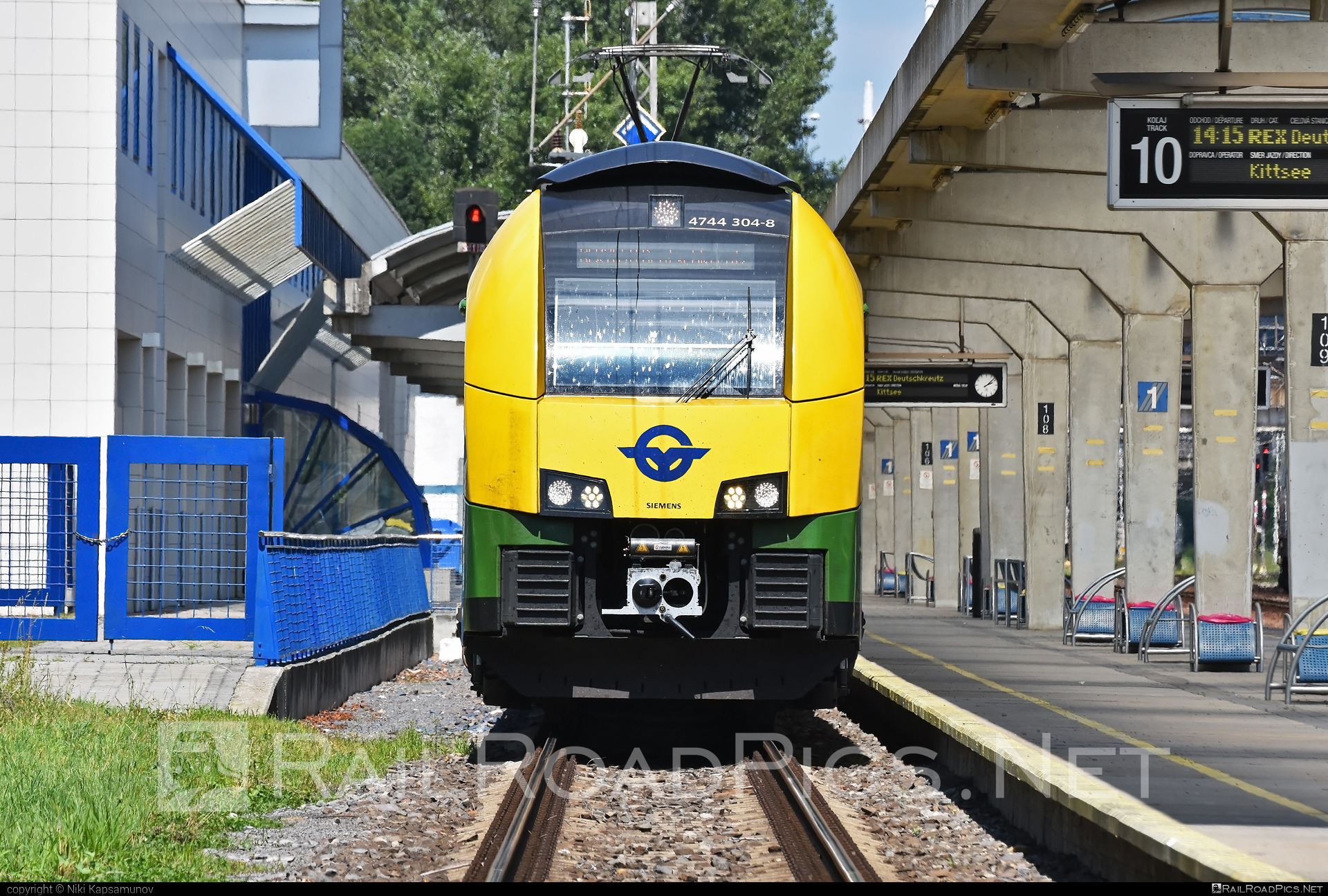 Siemens Desiro ML - 4744 304-8 operated by GYSEV - Györ-Sopron-Ebenfurti Vasut Részvénytarsasag #desiro #desiroml #gyorsopronebenfurtivasutreszvenytarsasag #gysev #raaboedenburgebenfurtereisenbahn #raaboedenburgebenfurtereisenbahnag #roeee #siemens #siemensdesiro #siemensdesiroml