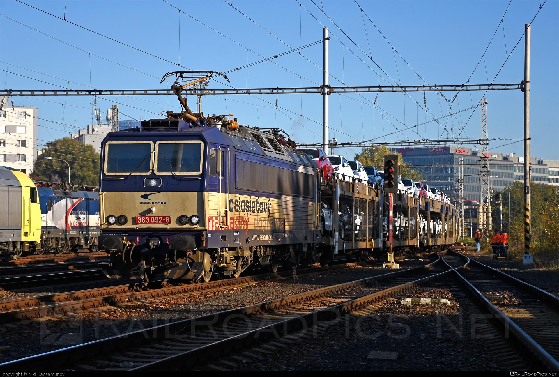 Škoda 69E - 363 092-8 operated by Železničná Spoločnost' Cargo Slovakia a.s. #ZeleznicnaSpolocnostCargoSlovakia #blg #carcarrierwagon #es4991 #eso #locomotive363 #skoda #skoda69e #zsskcargo