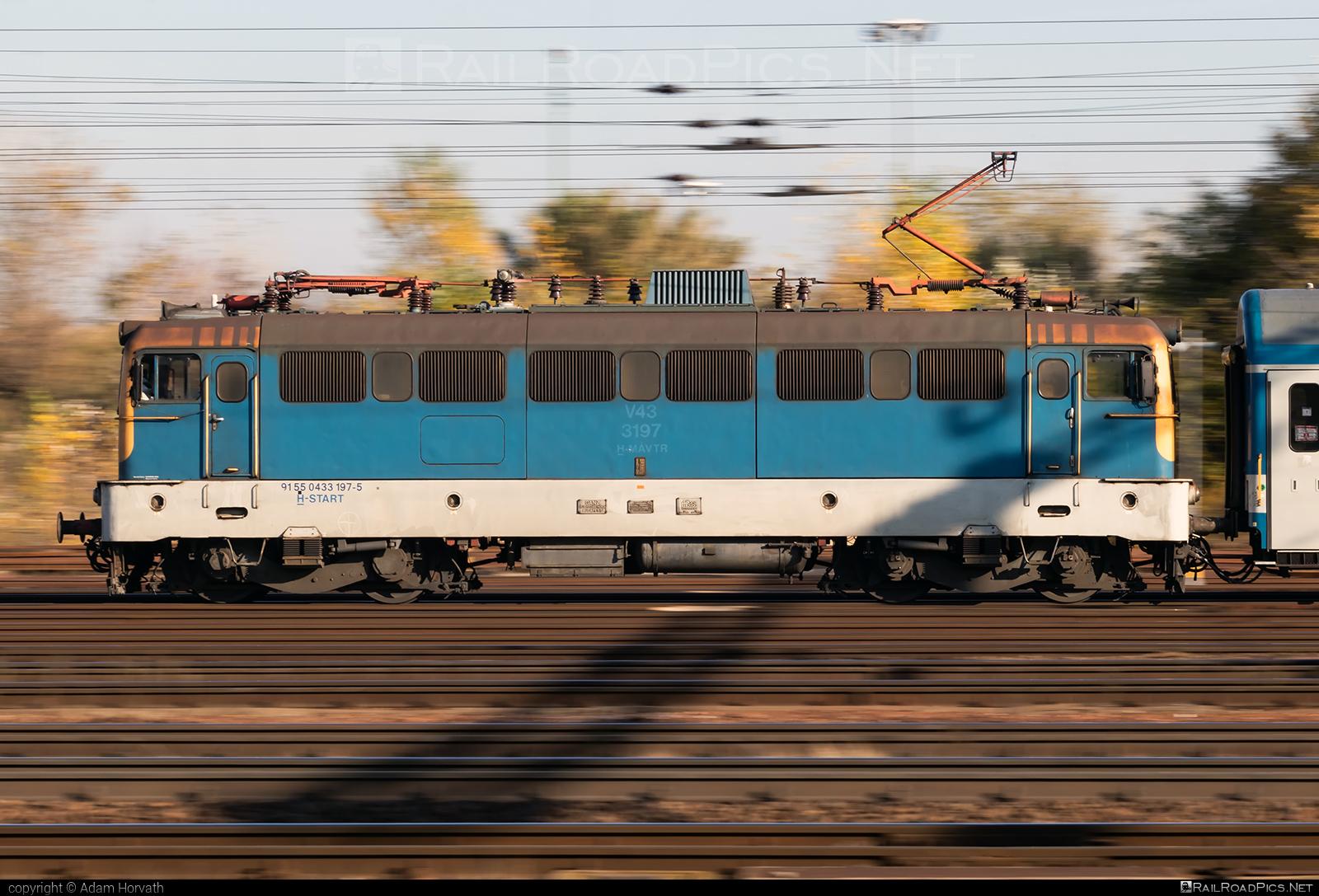 Ganz-MÁVAG VM14-15 - 433 197 operated by MÁV-START ZRt. #ganz43 #ganz431 #ganzmavag #ganzmavag43 #ganzmavag431 #ganzmavagvm1415 #mav #mavstart #mavstartzrt #v43locomotive