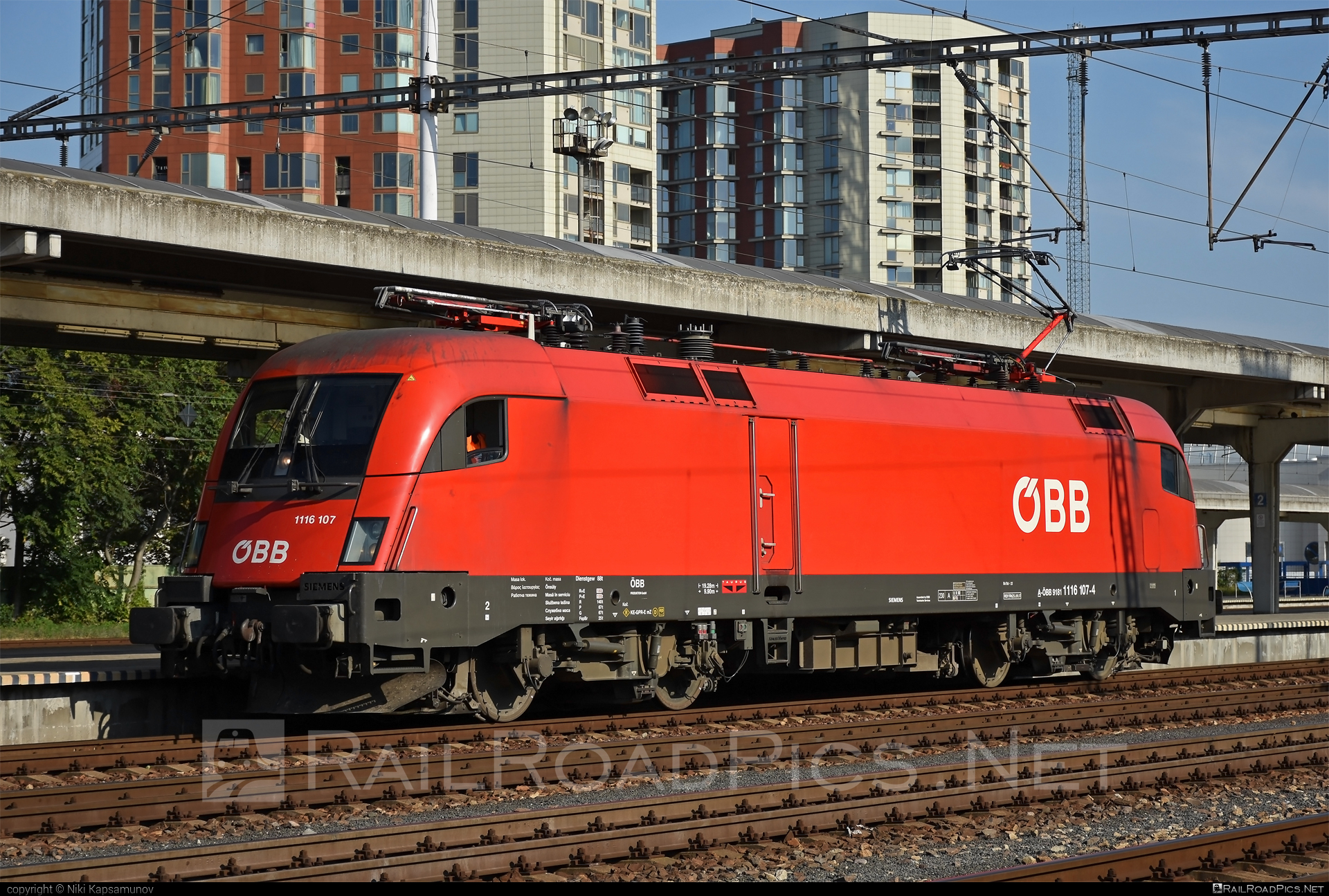 Siemens ES 64 U2 - 1116 107 operated by Rail Cargo Austria AG #es64 #es64u #es64u2 #eurosprinter #obb #osterreichischebundesbahnen #siemens #siemenses64 #siemenses64u #siemenses64u2 #siemenstaurus #taurus #tauruslocomotive