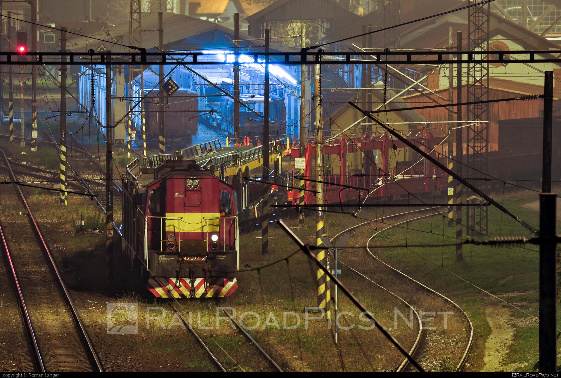 ČKD T 466.2 (742) - 742 374-2 operated by Železničná Spoločnost' Cargo Slovakia a.s. #ZeleznicnaSpolocnostCargoSlovakia #ckd #ckd4662 #ckd742 #ckdt4662 #zsskcargo