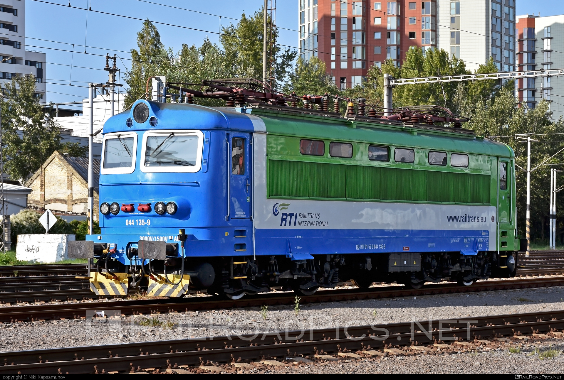 Škoda 73E - 044 135-9 operated by Railtrans International, s.r.o #locomotive242 #plechac #skoda #skoda73e