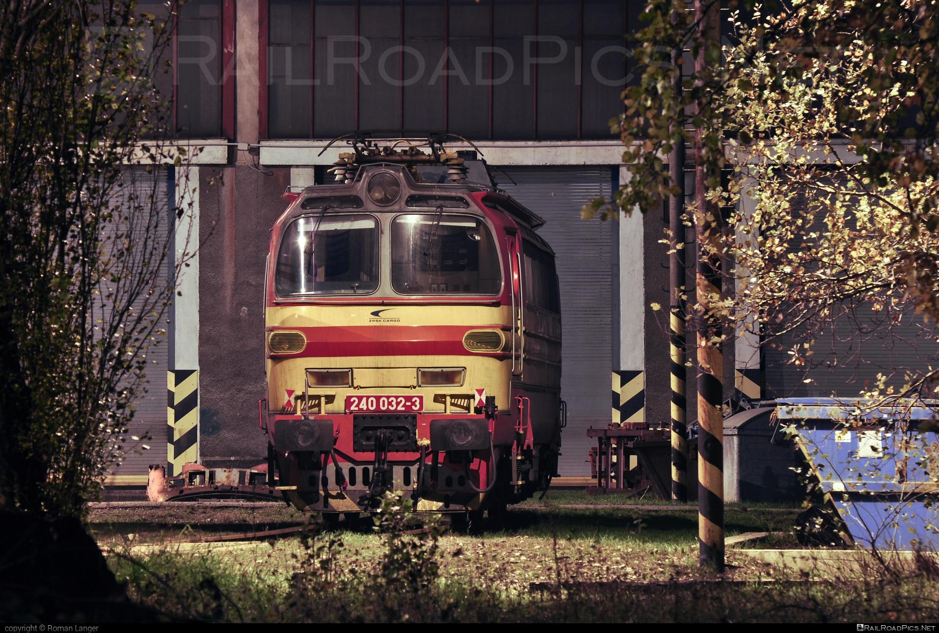 Škoda 47E - 240 032-3 operated by Železničná Spoločnost' Cargo Slovakia a.s. #ZeleznicnaSpolocnostCargoSlovakia #ZeleznicnaSpolocnostSlovensko #laminatka #locomotive240 #skoda #skoda47e #zssk #zsskcargo