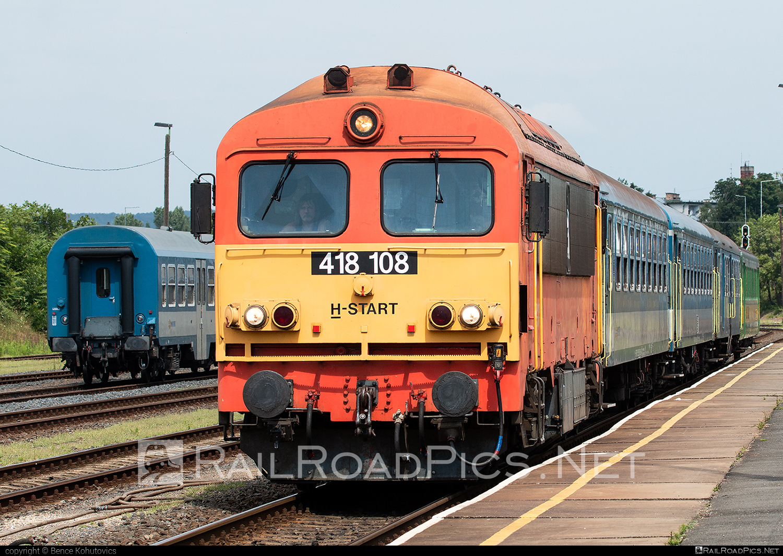 Ganz-MÁVAG DHM7-2 - 418 108 operated by MÁV-START ZRt. #dhm7 #dhm72 #ganz418 #ganzm41 #ganzmavag #ganzmavag418 #ganzmavagdhm7 #ganzmavagdhm72 #ganzmavagm41 #m41locomotive #mavstart #mavstartzrt