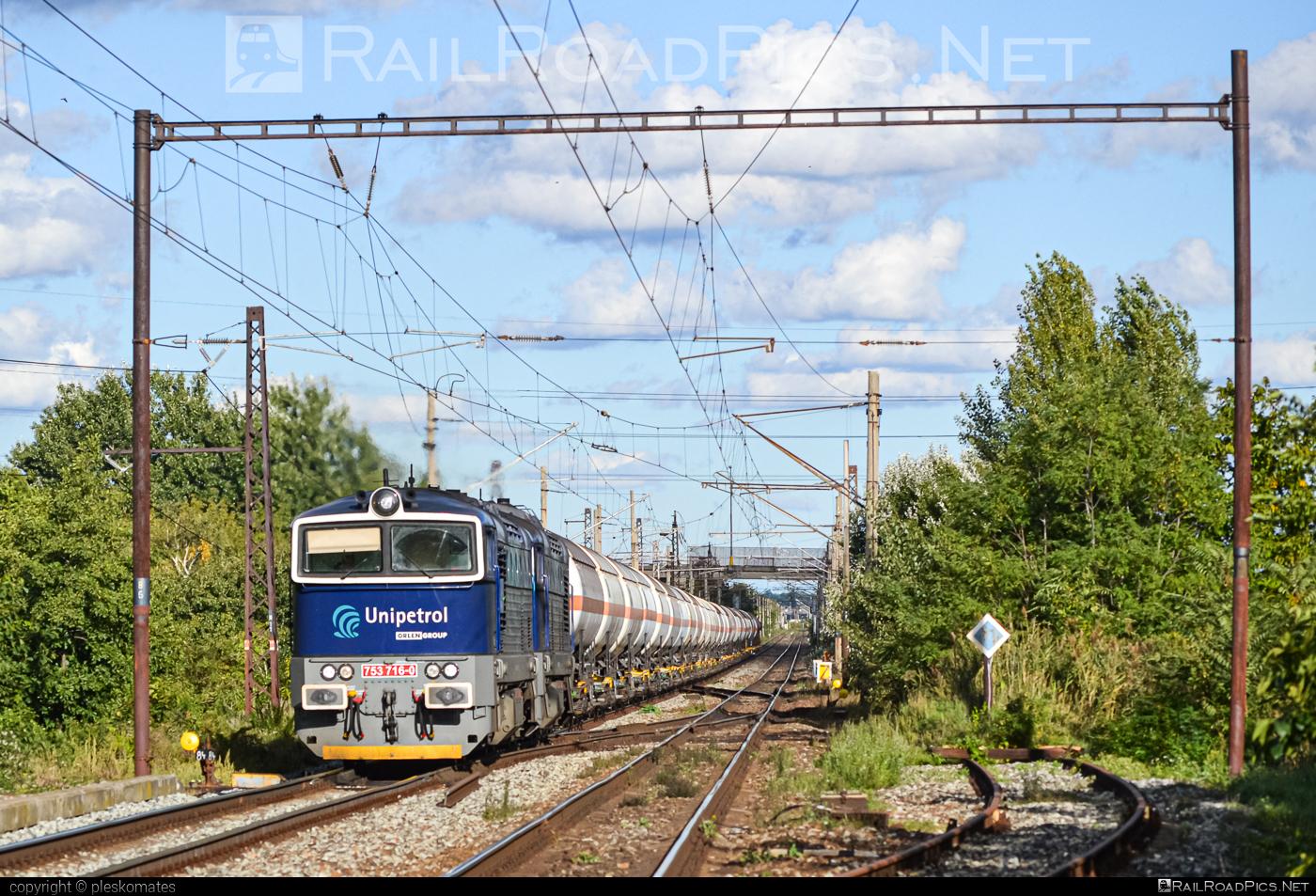 ČKD T 478.3 (753) - 753 716-0 operated by UNIPETROL DOPRAVA, a.s. #brejlovec #ckd #ckdclass753 #ckdt4783 #kesselwagen #locomotive753 #okuliarnik #tankwagon #unipetrol
