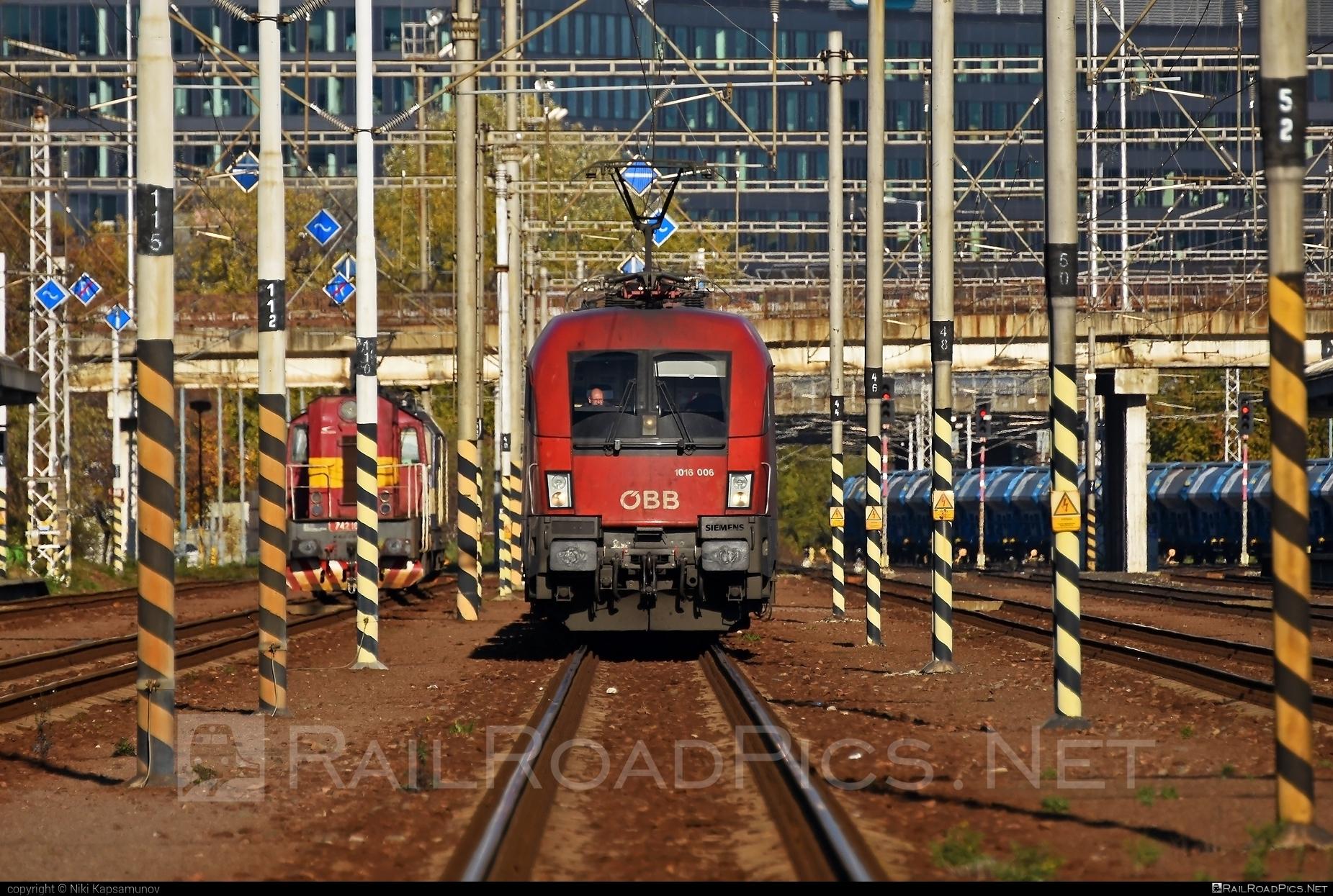 Siemens ES 64 U2 - 1116 006 operated by Rail Cargo Austria AG #es64 #es64u #es64u2 #eurosprinter #obb #osterreichischebundesbahnen #siemens #siemenses64 #siemenses64u #siemenses64u2 #siemenstaurus #taurus #tauruslocomotive