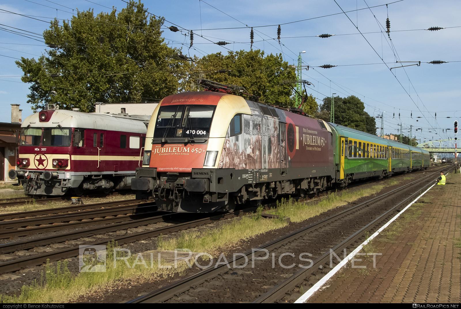 Siemens ES 64 U2 - 470 004 operated by MÁV-START ZRt. #es64 #es64u #es64u2 #eurosprinter #mav #mavstart #mavstartzrt #siemens #siemenses64 #siemenses64u #siemenses64u2 #siemenstaurus #taurus #tauruslocomotive