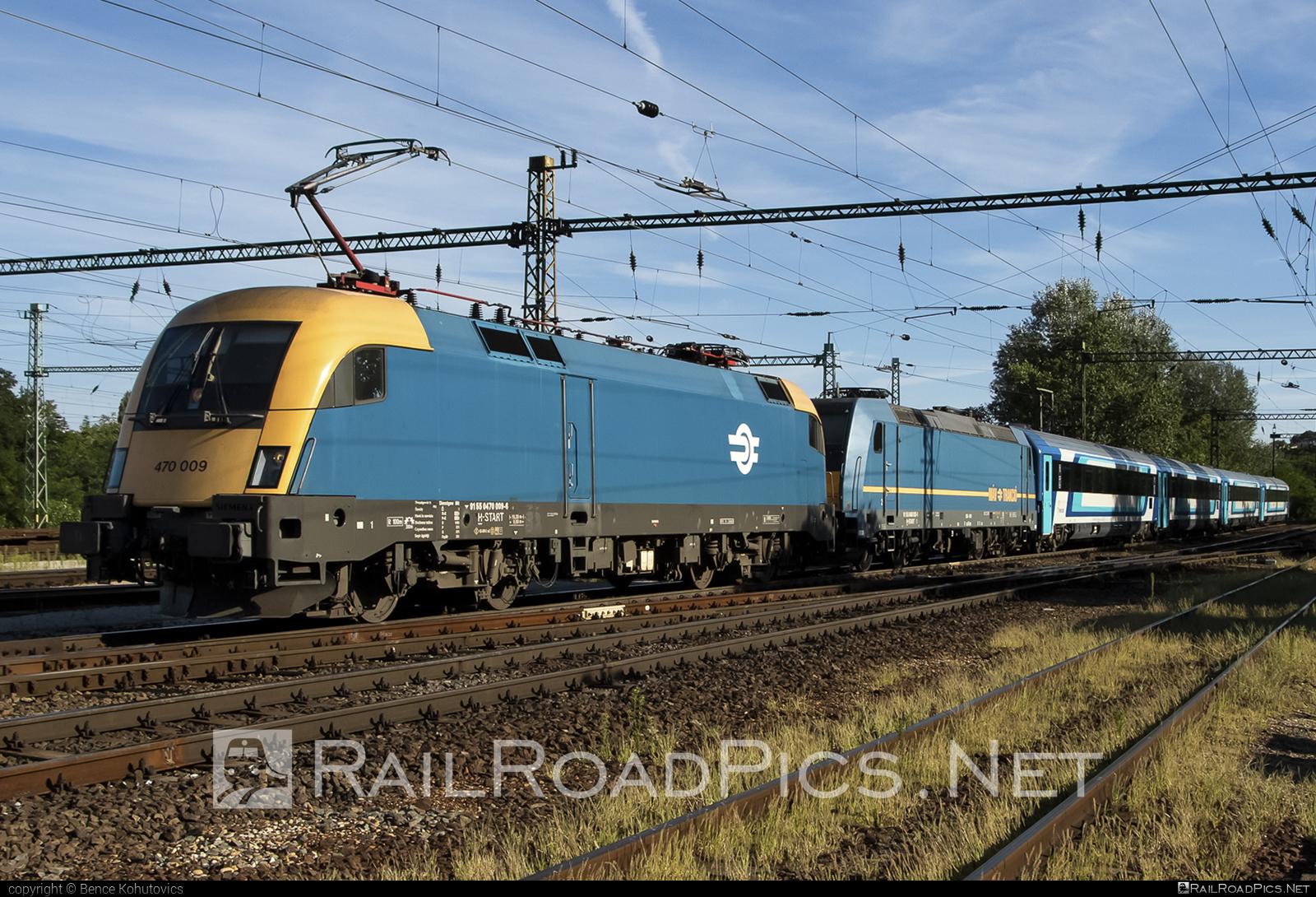 Siemens ES 64 U2 - 470 009 operated by MÁV-START ZRt. #es64 #es64u #es64u2 #eurosprinter #mav #mavstart #mavstartzrt #siemens #siemenses64 #siemenses64u #siemenses64u2 #siemenstaurus #taurus #tauruslocomotive