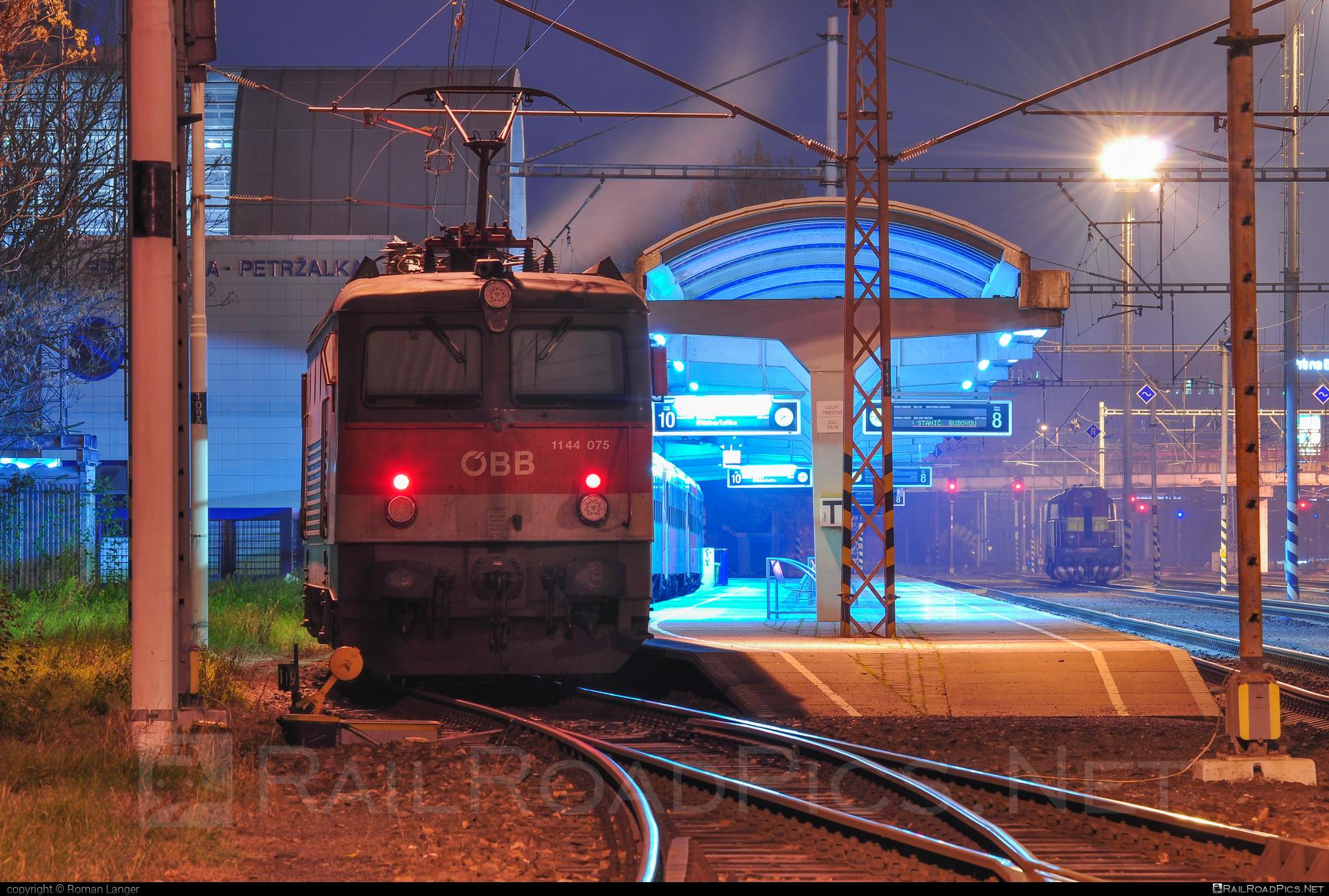 SGP ÖBB Class 1144 - 1144 075 operated by Österreichische Bundesbahnen #obb #obbclass1144 #osterreichischebundesbahnen #sgp #sgp1144 #simmeringgrazpauker
