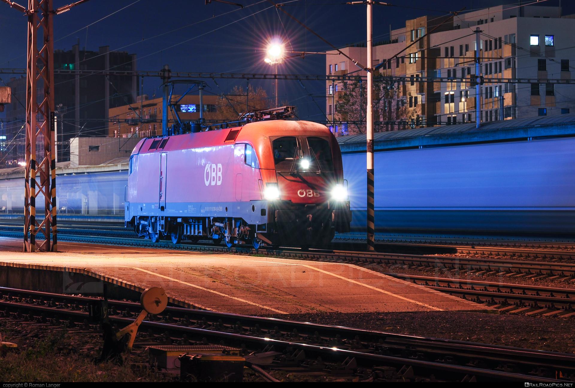 Siemens ES 64 U2 - 1116 124-9 operated by Rail Cargo Austria AG #es64 #es64u #es64u2 #eurosprinter #obb #osterreichischebundesbahnen #rcw #siemens #siemenses64 #siemenses64u #siemenses64u2 #siemenstaurus #taurus #tauruslocomotive