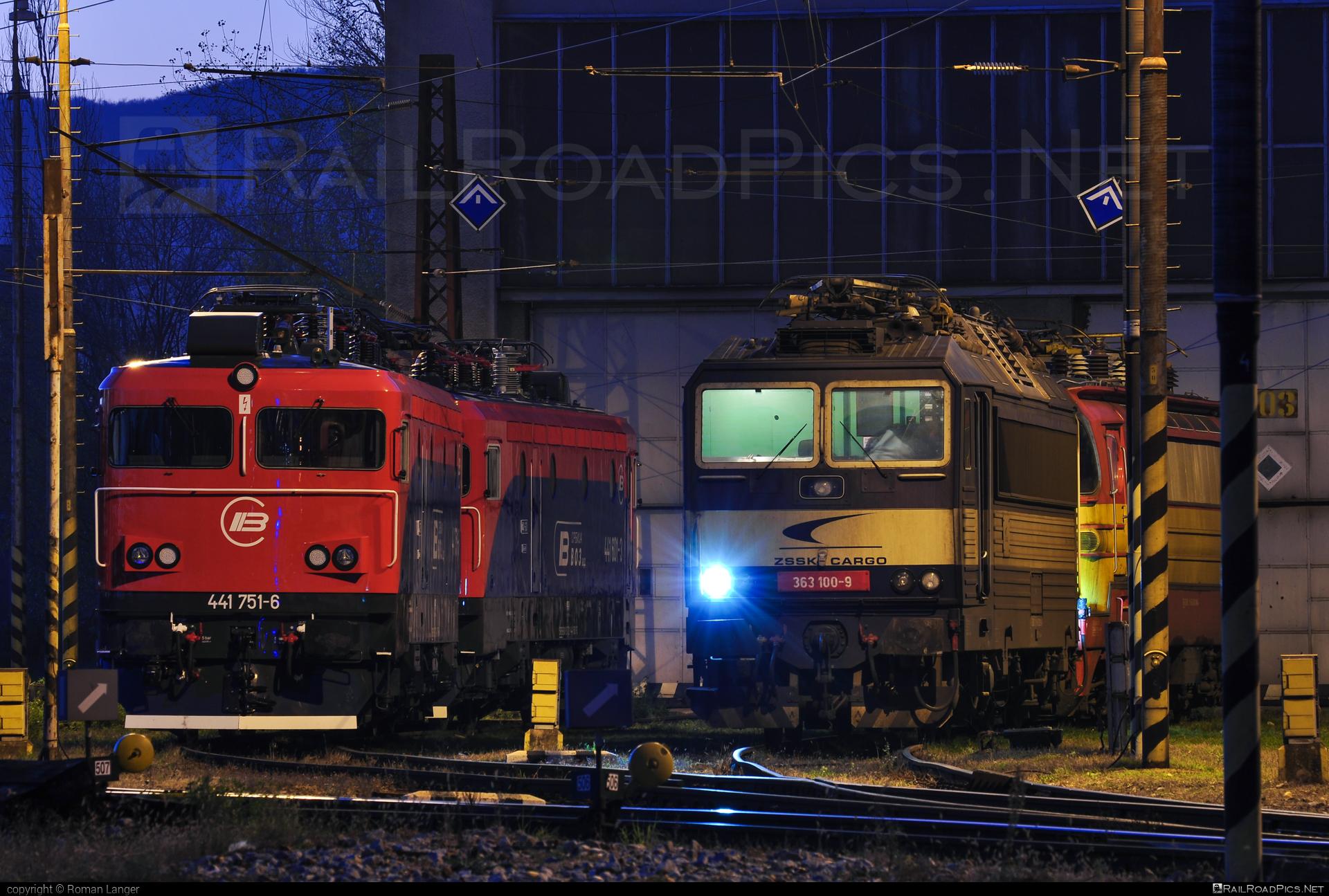 Škoda 69E - 363 100-9 operated by Železničná Spoločnost' Cargo Slovakia a.s. #ZeleznicnaSpolocnostCargoSlovakia #es4991 #eso #locomotive363 #skoda #skoda69e #zsskcargo