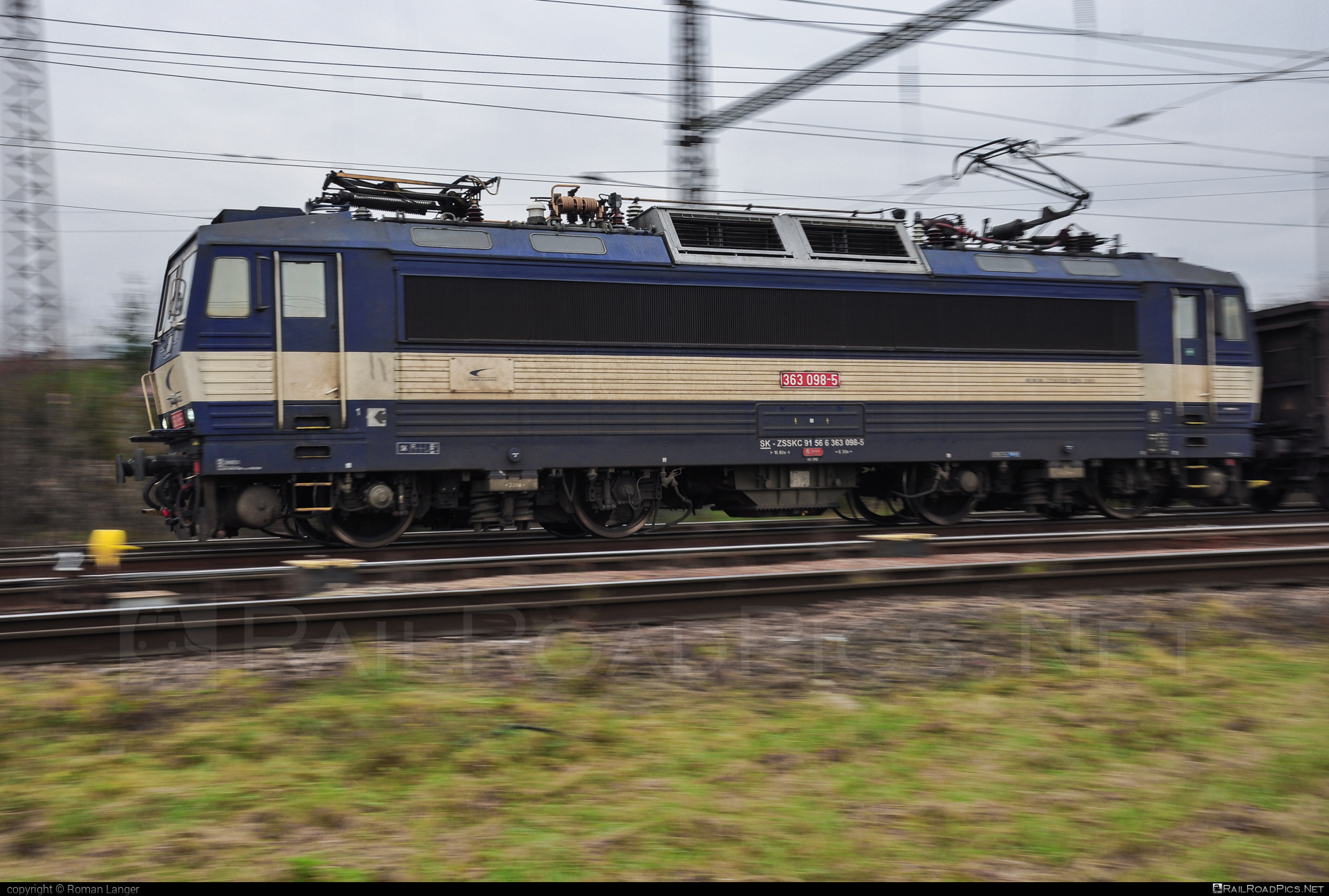 Škoda 69E - 363 098-5 operated by Železničná Spoločnost' Cargo Slovakia a.s. #ZeleznicnaSpolocnostCargoSlovakia #es4991 #eso #locomotive363 #skoda #skoda69e #zsskcargo