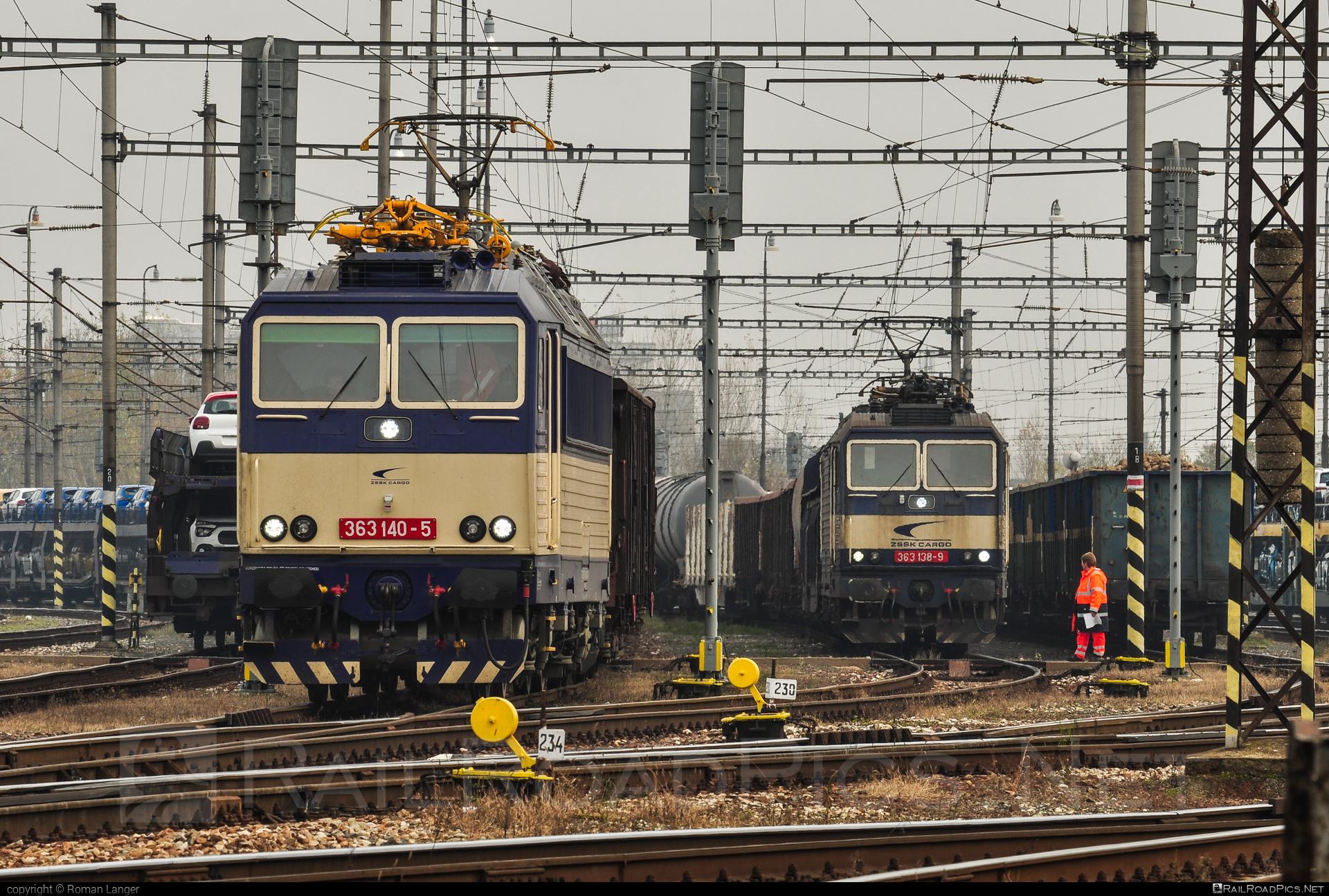 Škoda 69E - 363 140-5 operated by Železničná Spoločnost' Cargo Slovakia a.s. #ZeleznicnaSpolocnostCargoSlovakia #es4991 #eso #locomotive363 #skoda #skoda69e #zsskcargo