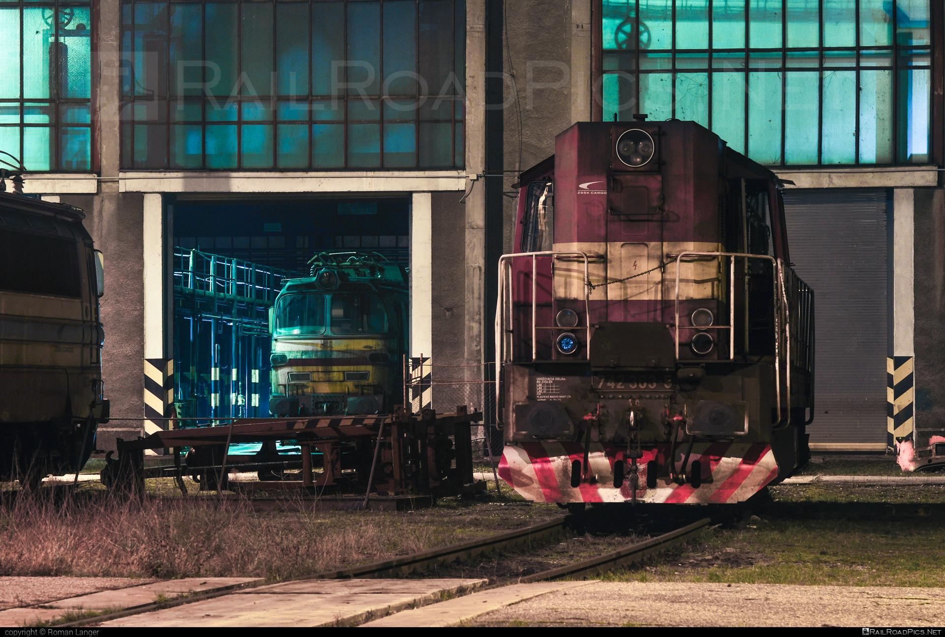 ČKD T 466.2 (742) - 742 363-5 operated by Železničná Spoločnost' Cargo Slovakia a.s. #ZeleznicnaSpolocnostCargoSlovakia #ckd #ckd4662 #ckd742 #ckdt4662 #kocur #zsskcargo