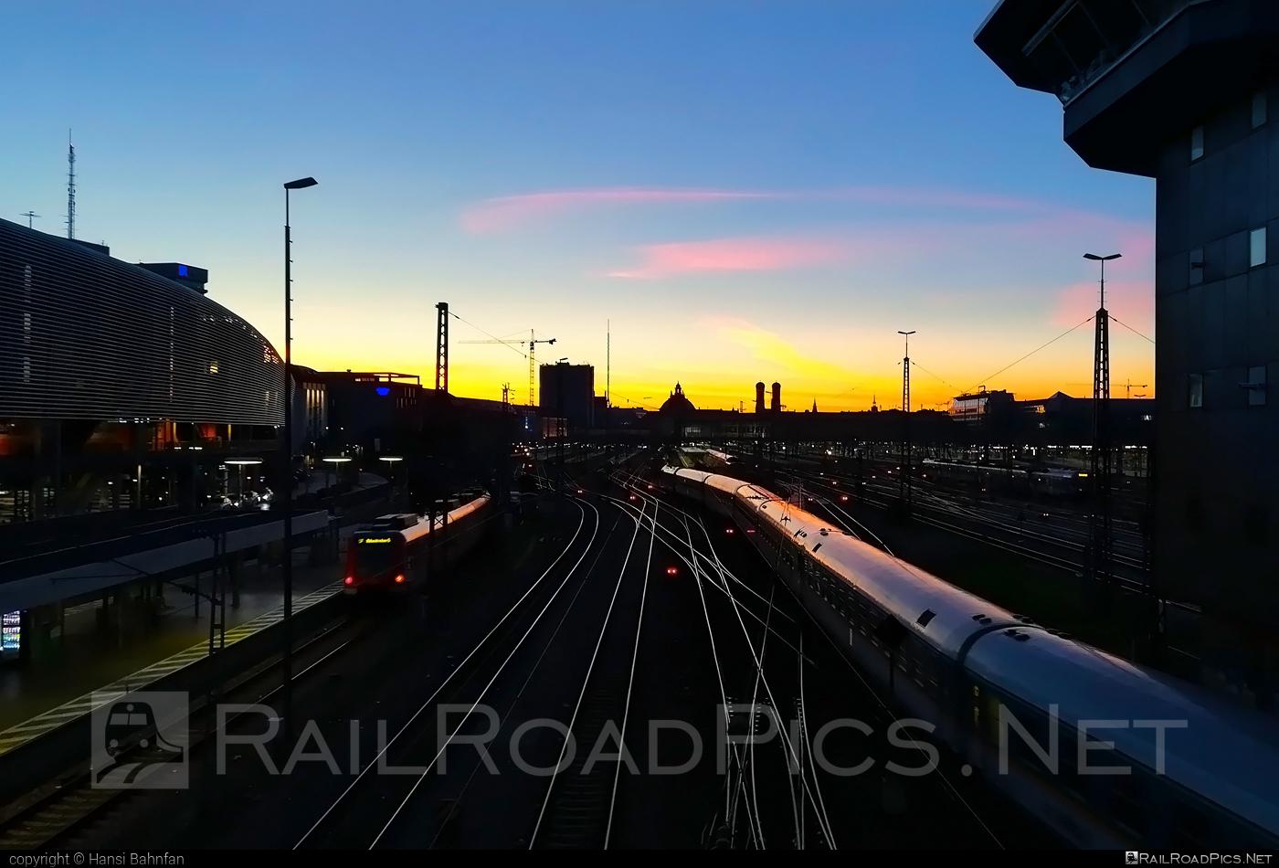 München Hauptbahnhof location overview #munichcentralstation #münchenhauptbahnhof #sunrise