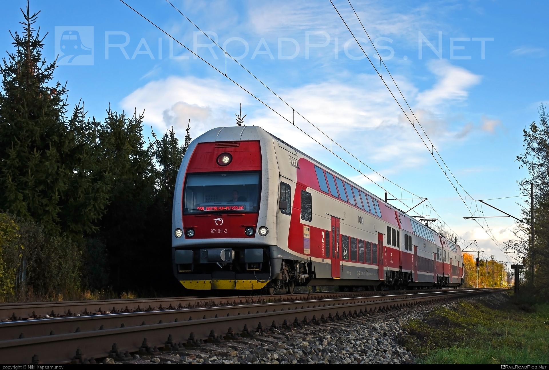 Škoda 4Ev - 971 011-2 operated by Železničná Spoločnost' Slovensko, a.s. #ZeleznicnaSpolocnostSlovensko #emu671 #skoda #skoda4ev #skodaclass671 #zssk