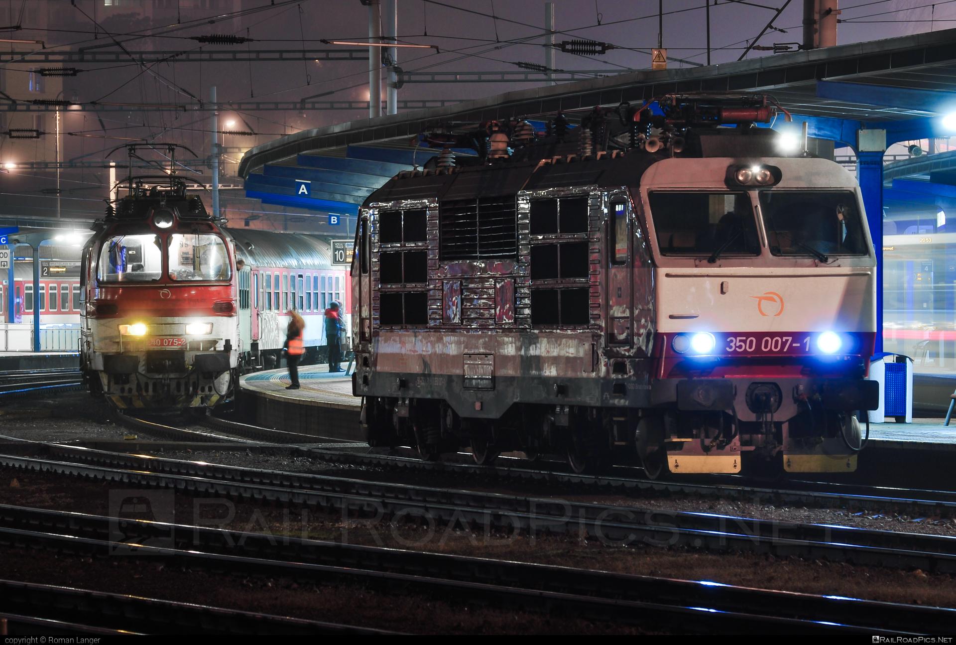 Škoda 55E - 350 007-1 operated by Železničná Spoločnost' Slovensko, a.s. #ZeleznicnaSpolocnostSlovensko #gorila #locomotive350 #skoda #skoda55e #zssk