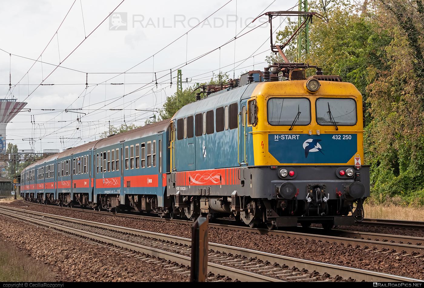Ganz-MÁVAG VM14-19 - 432 250 operated by MÁV-START ZRt. #ganz43 #ganz432 #ganzmavag #ganzmavag43 #ganzmavag432 #ganzmavagvm1419 #locomotive432 #mavstart #mavstartzrt #v43locomotive