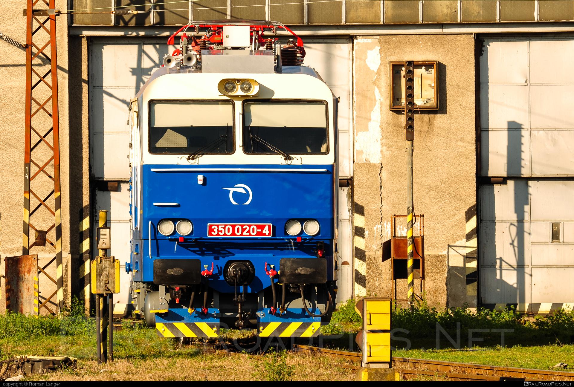 Škoda 55E - 350 020-4 operated by Železničná Spoločnost' Slovensko, a.s. #ZeleznicnaSpolocnostSlovensko #gorila #locomotive350 #skoda #skoda55e #zssk