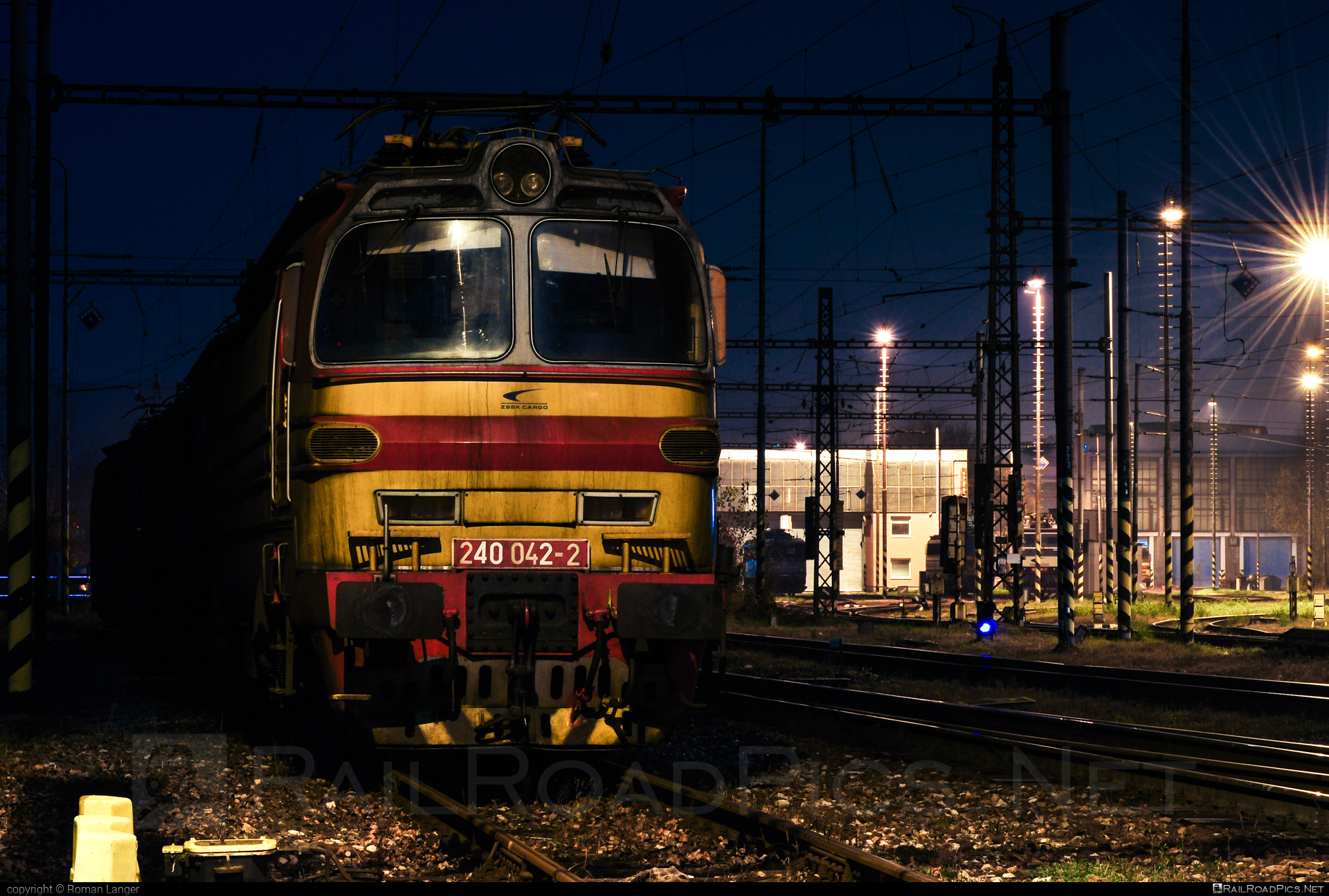 Škoda 47E - 240 042-2 operated by Železničná Spoločnost' Cargo Slovakia a.s. #ZeleznicnaSpolocnostCargoSlovakia #laminatka #locomotive240 #skoda #skoda47e #zsskcargo