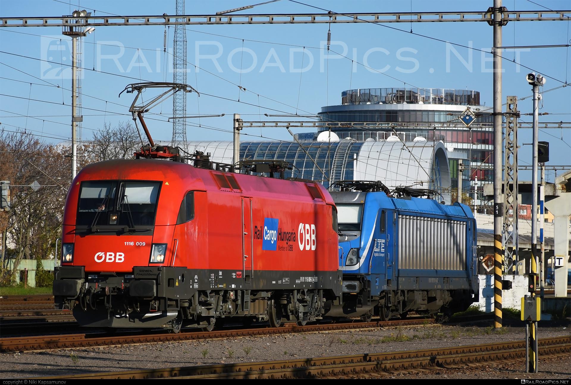 Siemens ES 64 U2 - 1116 009 operated by Rail Cargo Hungaria ZRt. #es64 #es64u #es64u2 #eurosprinter #obb #osterreichischebundesbahnen #rch #siemens #siemenses64 #siemenses64u #siemenses64u2 #siemenstaurus #taurus #tauruslocomotive