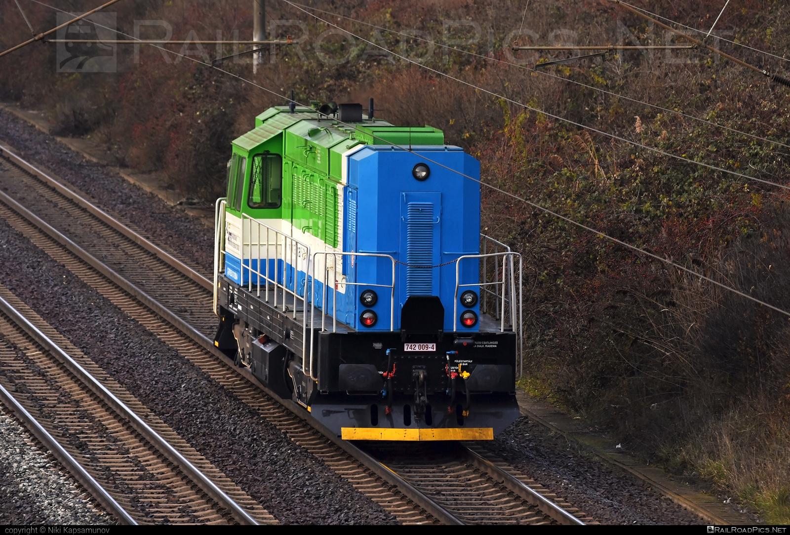 ČKD T 466.2 (742) - 742 009-4 operated by Railtrans International, s.r.o #ckd #ckd4662 #ckd742 #ckdt4662 #kocur #rti