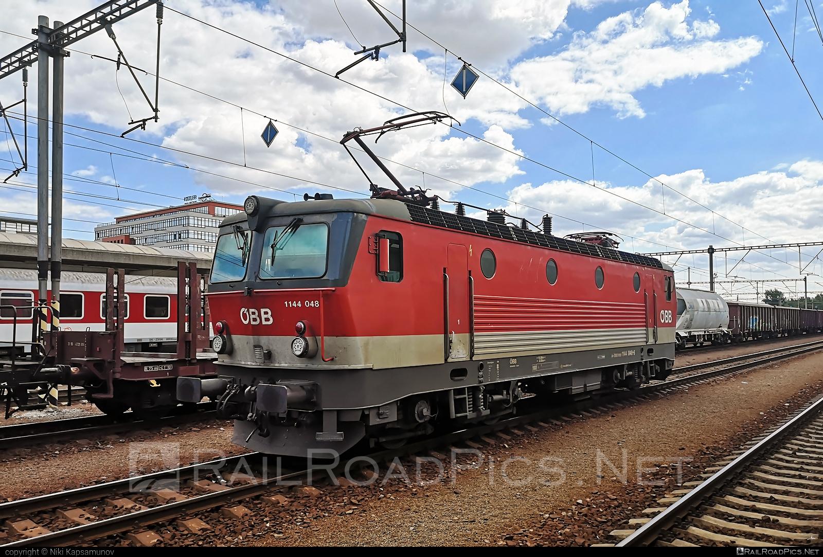SGP ÖBB Class 1144 - 1144 048 operated by Rail Cargo Austria AG #obb #obbclass1144 #osterreichischebundesbahnen #rcw #sgp #sgp1144 #simmeringgrazpauker