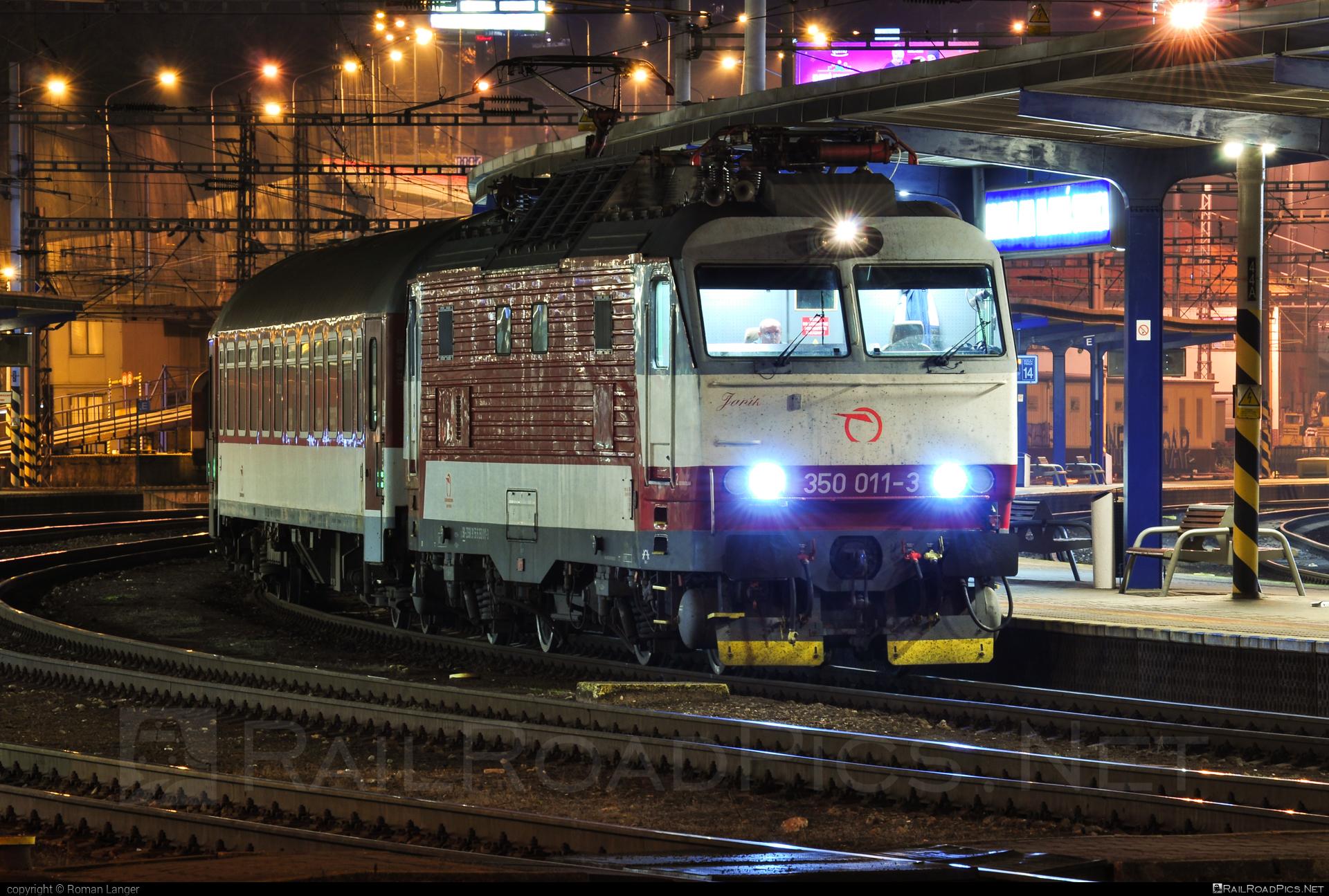 Škoda 55E - 350 011-3 operated by Železničná Spoločnost' Slovensko, a.s. #ZeleznicnaSpolocnostSlovensko #gorila #locomotive350 #skoda #skoda55e #zssk