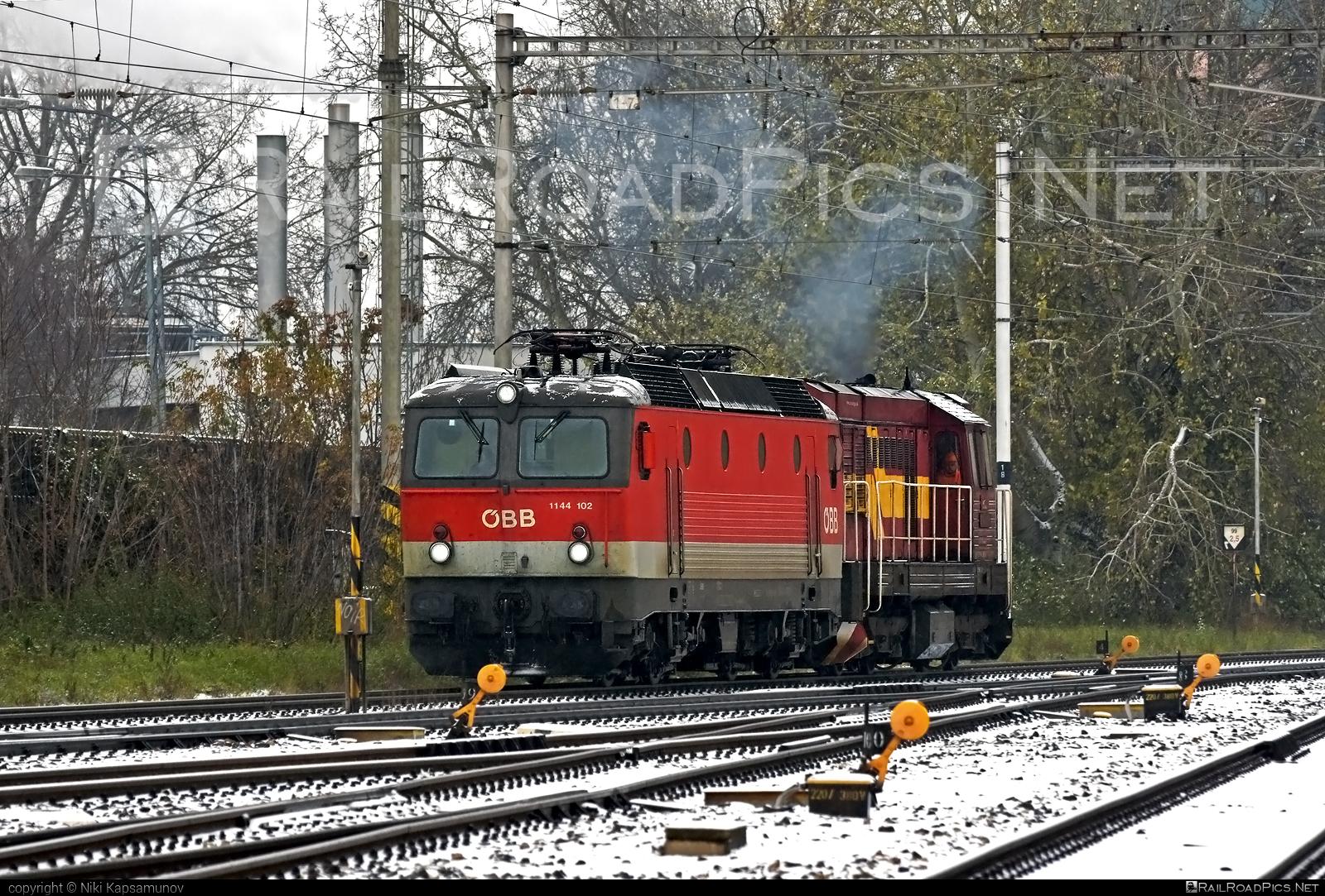 SGP ÖBB Class 1144 - 1144 102 operated by Rail Cargo Austria AG #obb #obbclass1144 #osterreichischebundesbahnen #rcw #sgp #sgp1144 #simmeringgrazpauker